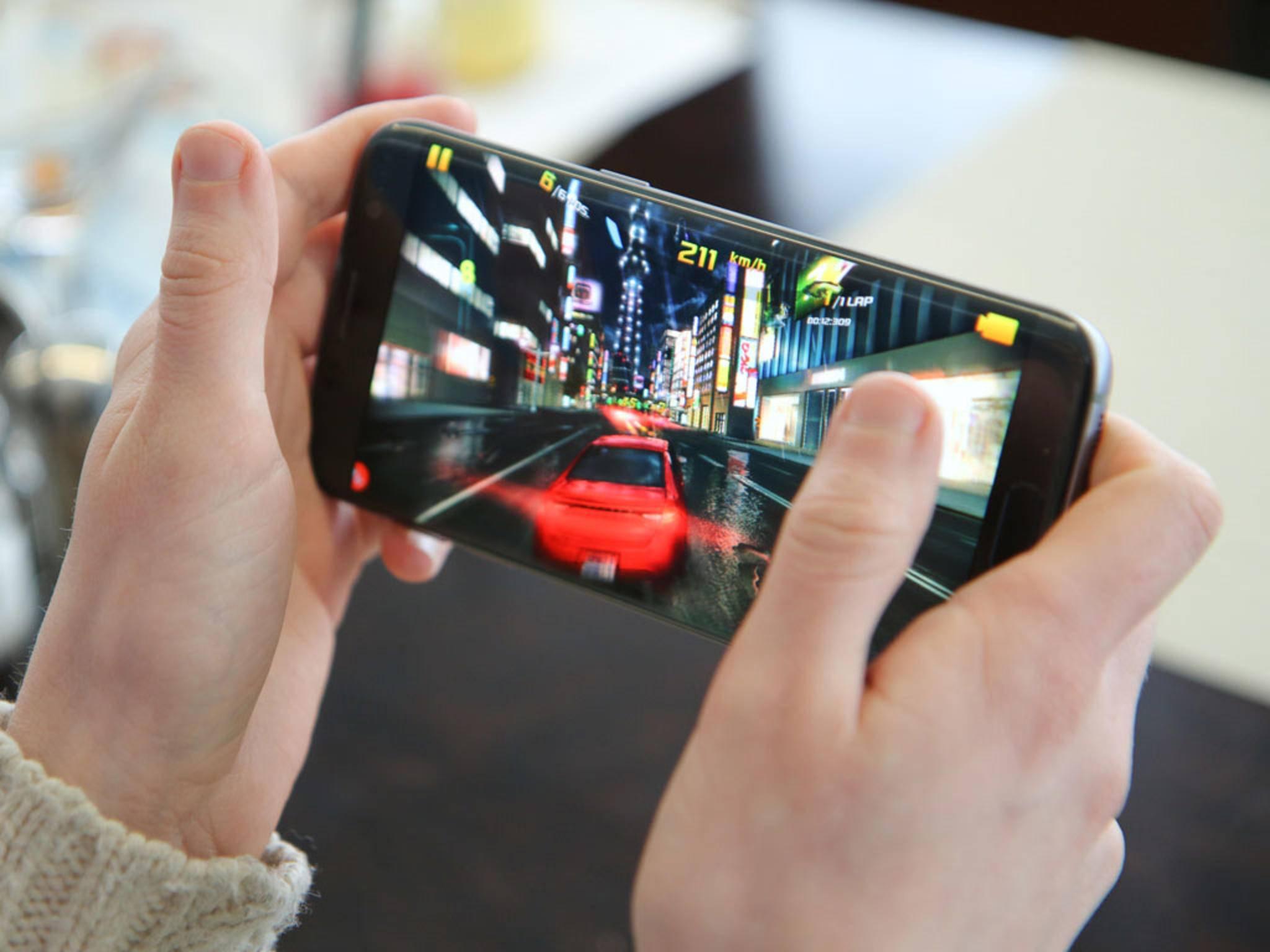 Das Galaxy S7 Edgewird beim Spielen oft reichlich warm.