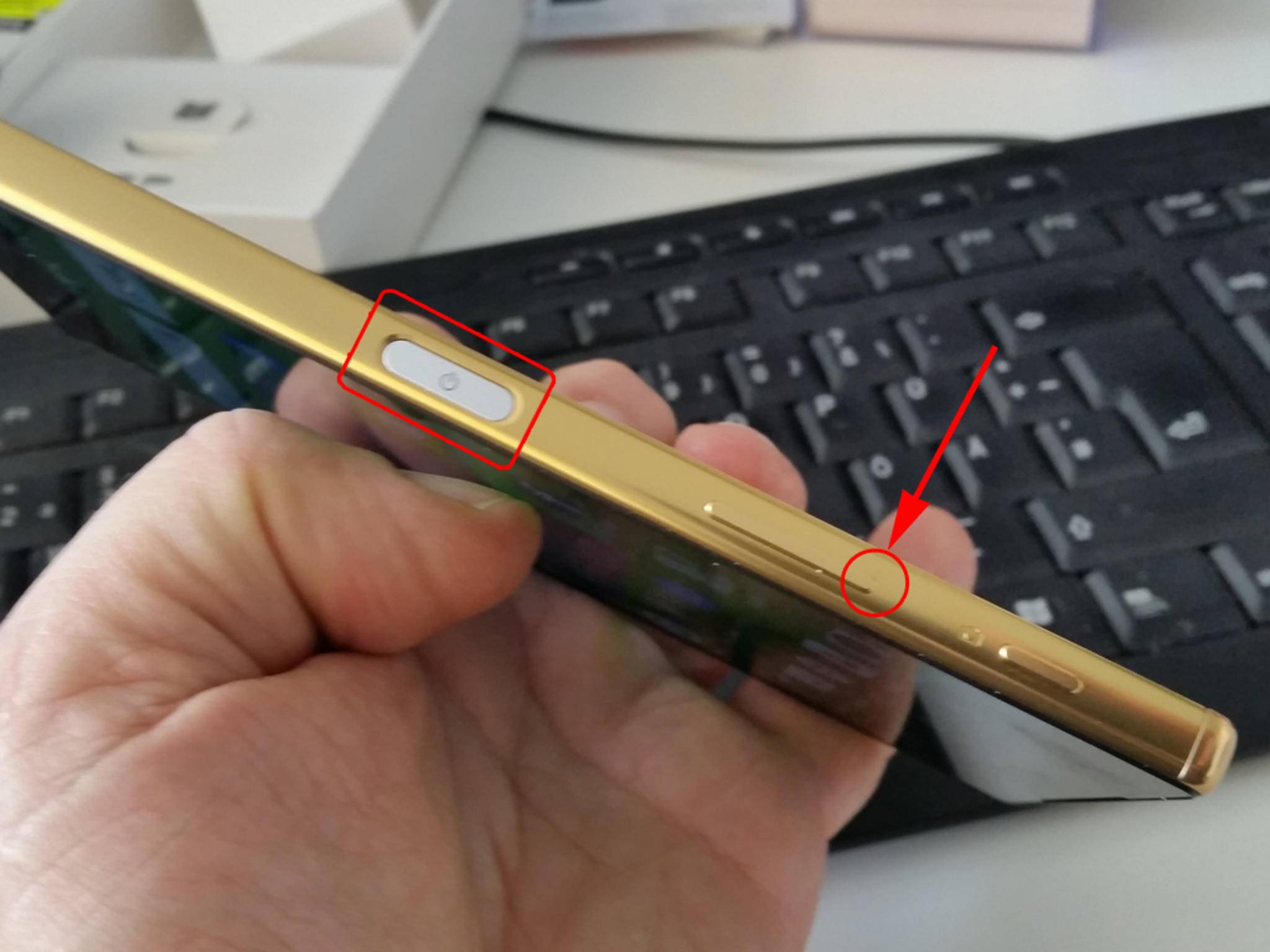 Bei manchen Smartphones musst Du auf den Einschaltknopf und die Leiser-Taste gleichzeitig drücken, ...