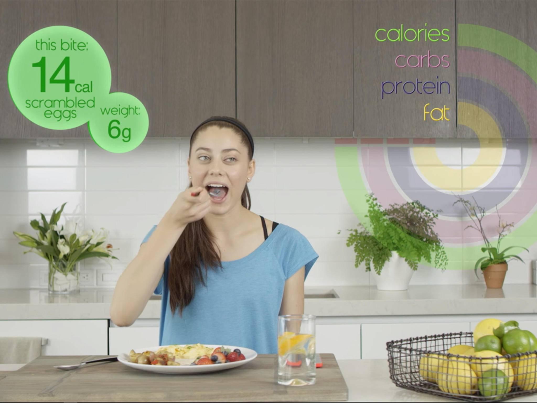 ... und beim Essen werden in Echtzeit die Kalorien gezeigt, und ...