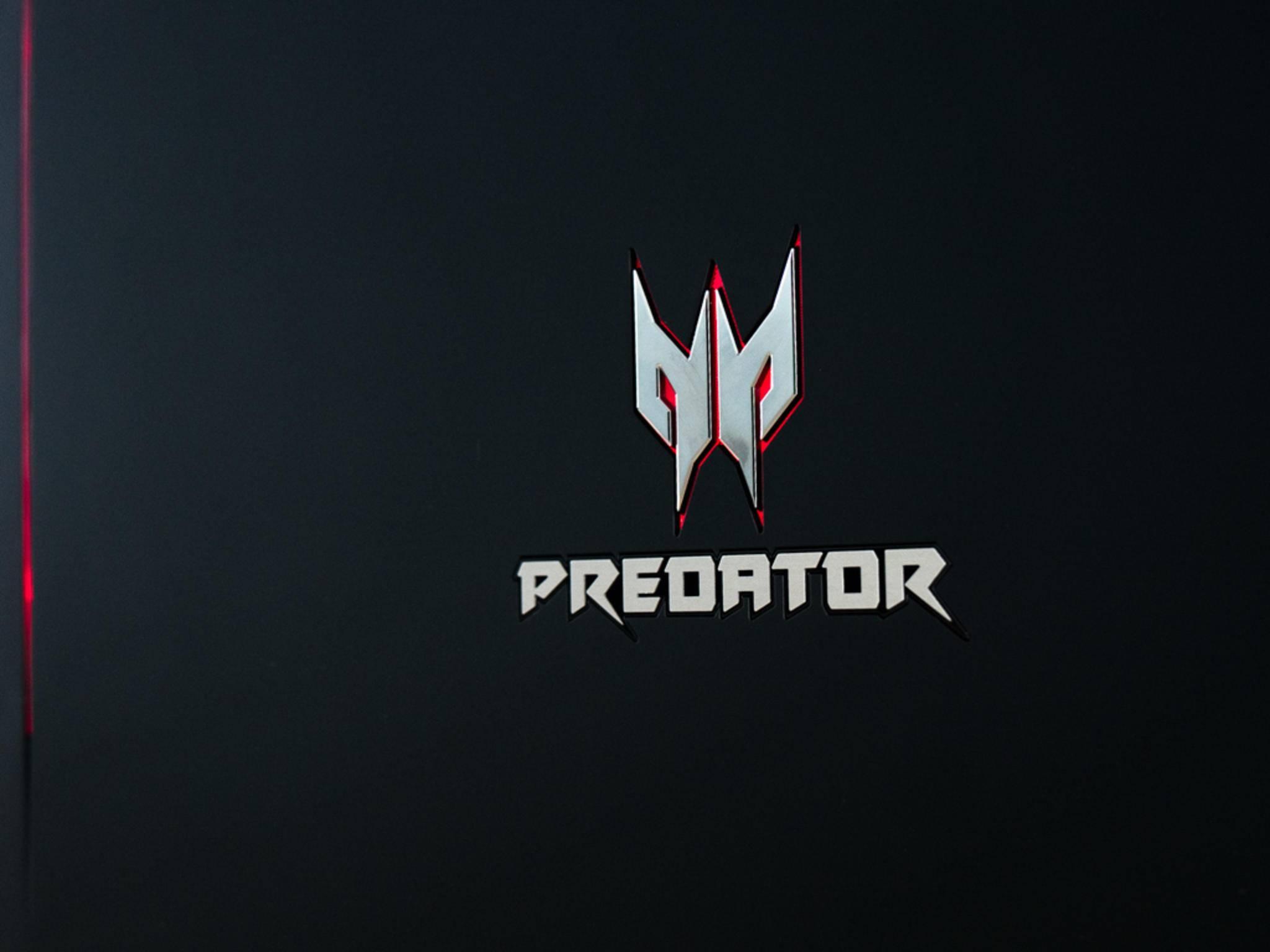 Das Predator-Logo auf der Rückseite ist beleuchtet.