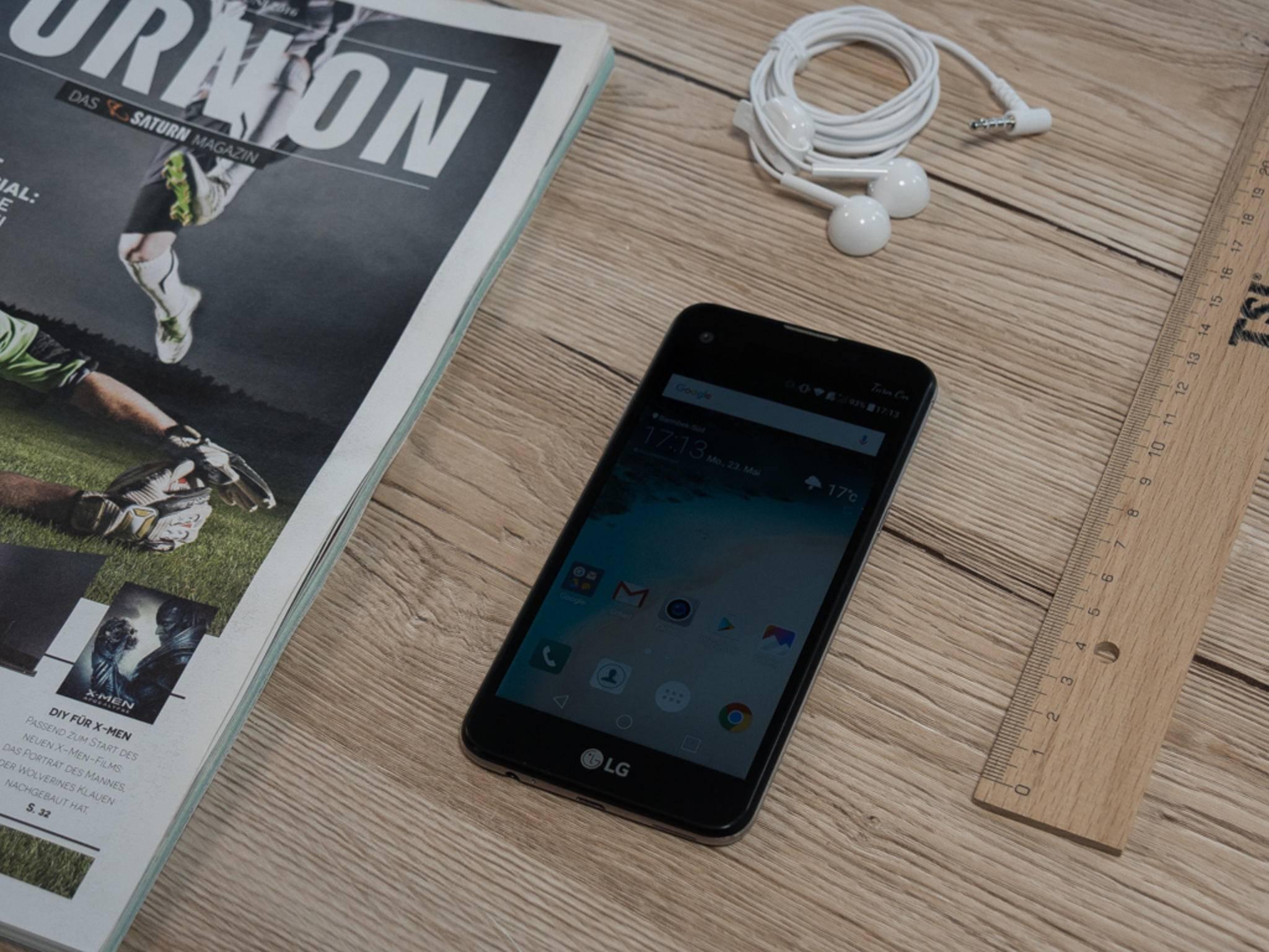 Das LG X Screen erinnert optisch stark an das Samsung Galaxy S7.