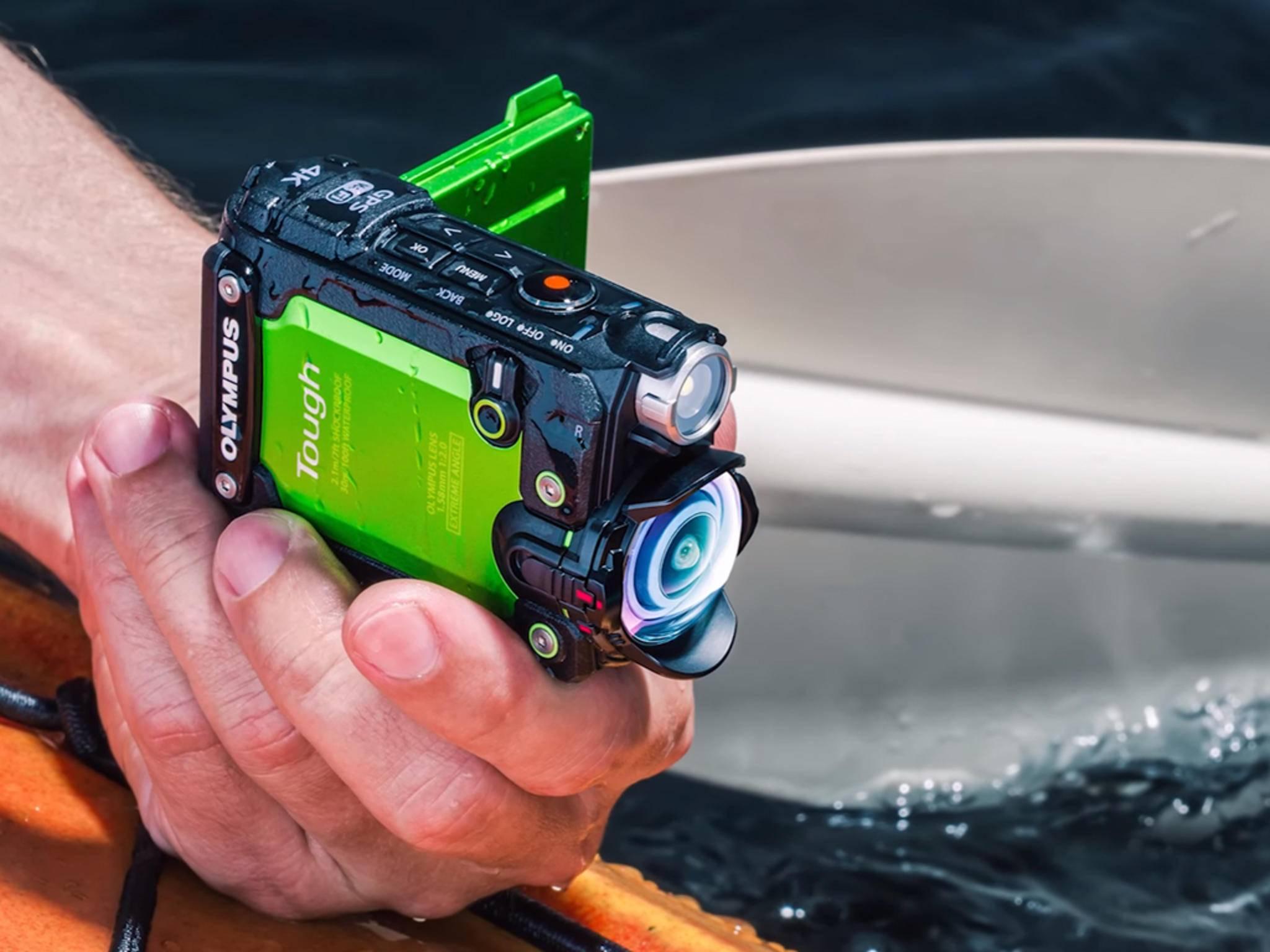 Der Olympus Tough TG-Tracker ist wasserdicht und hat ein LED-Licht an Bord.