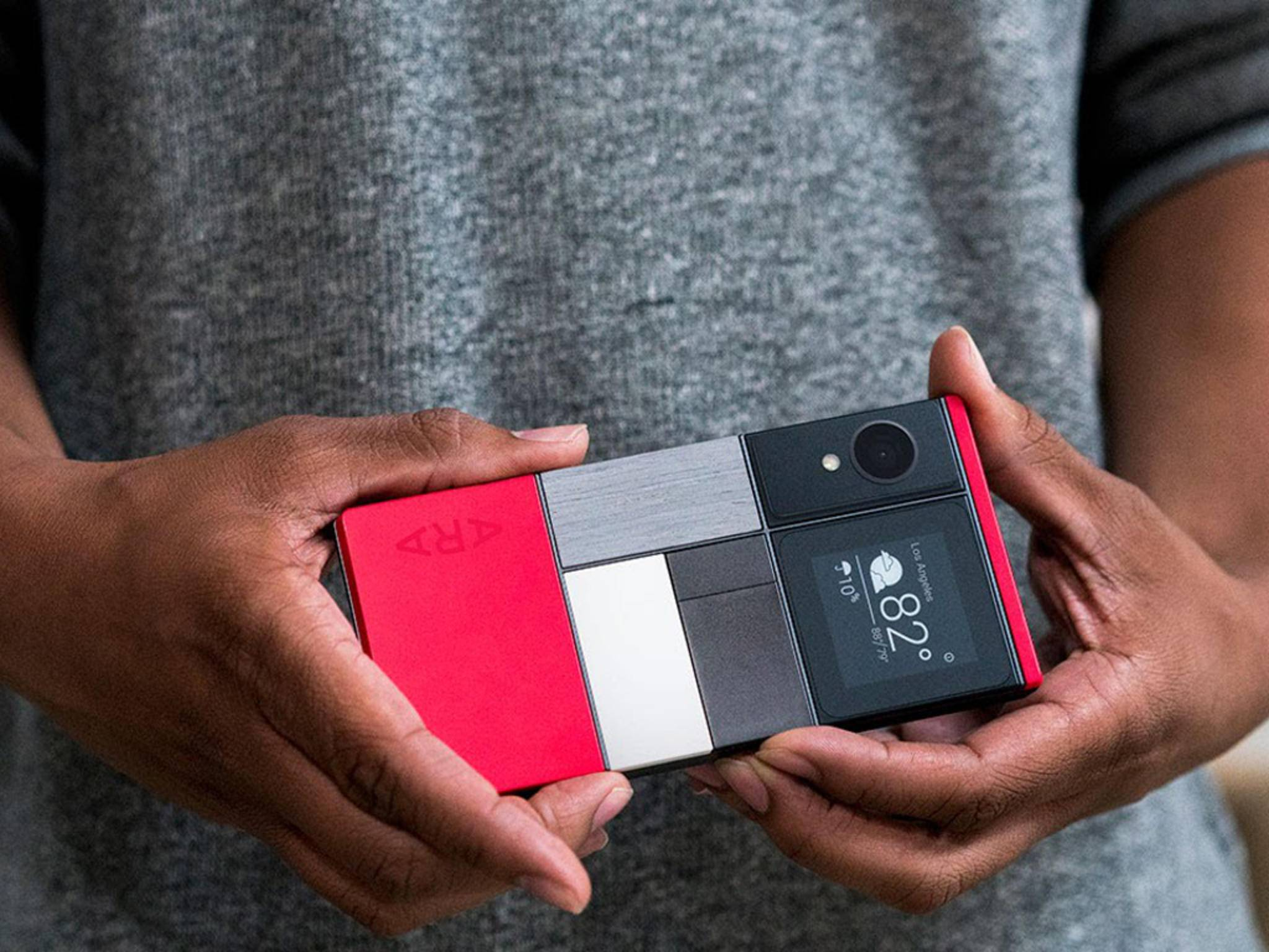 So sieht die Entwickler-Version des Ara-Smartphones aus.