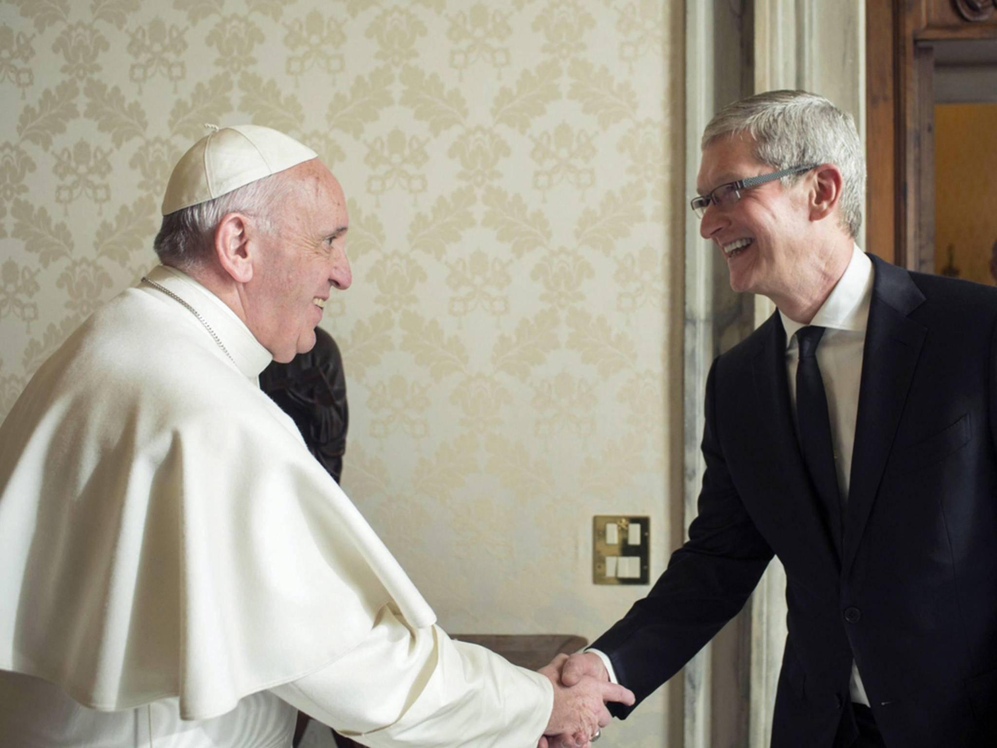 Für ein Shake-hands mit Tim Cook muss man nicht der Papst sein – 610.000 Dollar reichen auch...