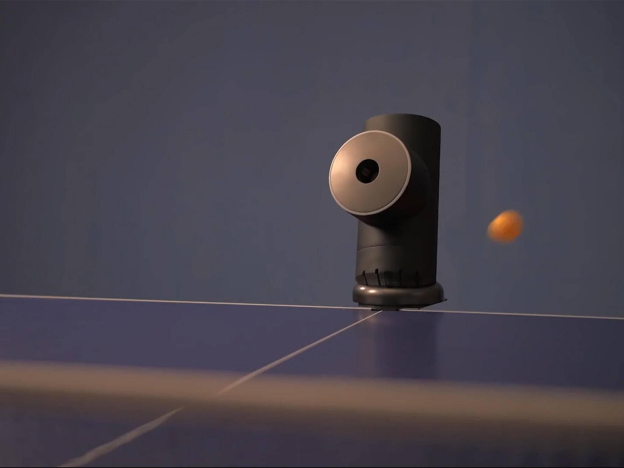 Der Trainerbot ist ein harter, elektronischer Tischtennis-Gegner.