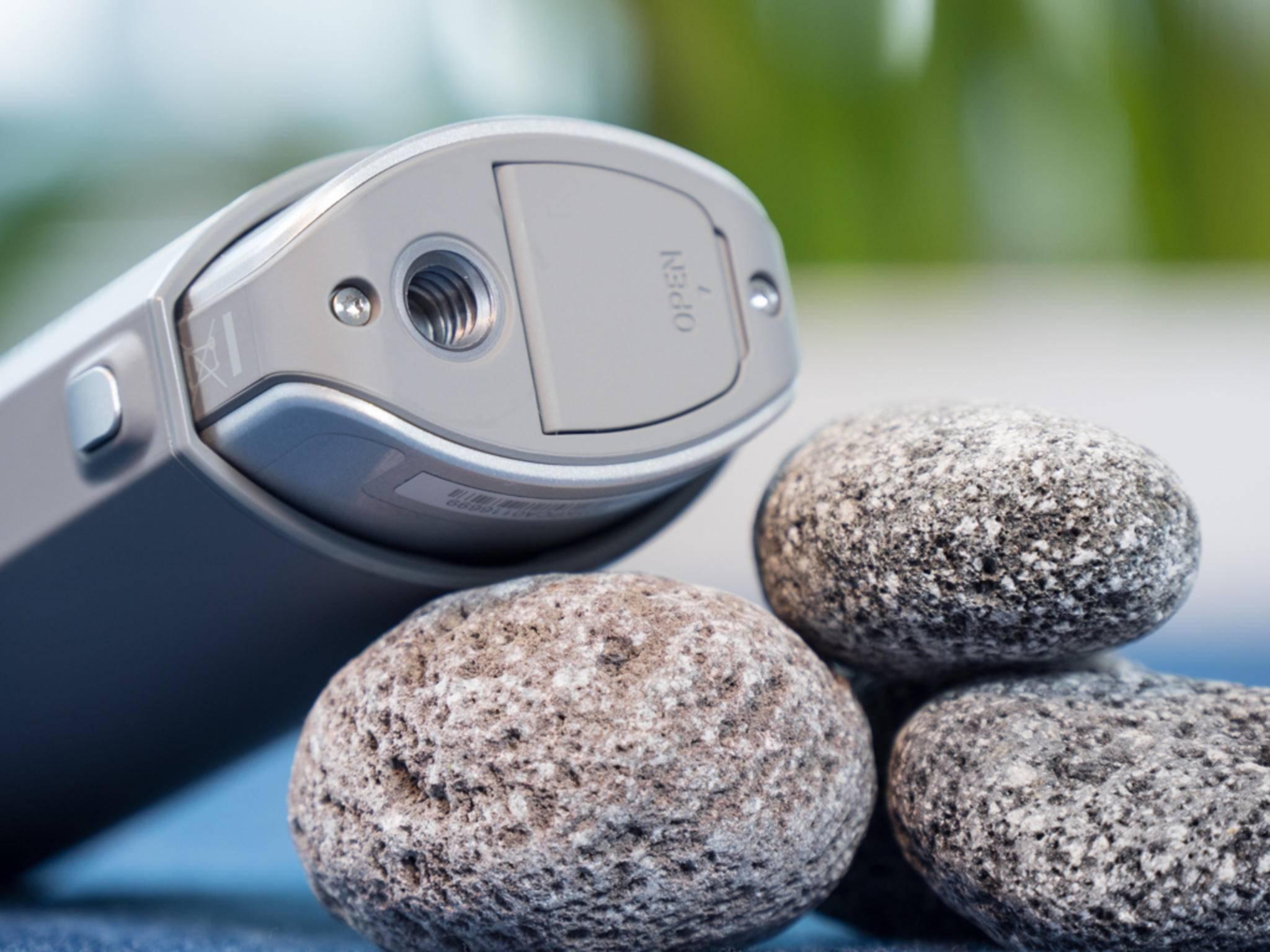 Durch das Standard-Gewinde kann die 360-Cam mit gängigen Stativen verwendet werden.