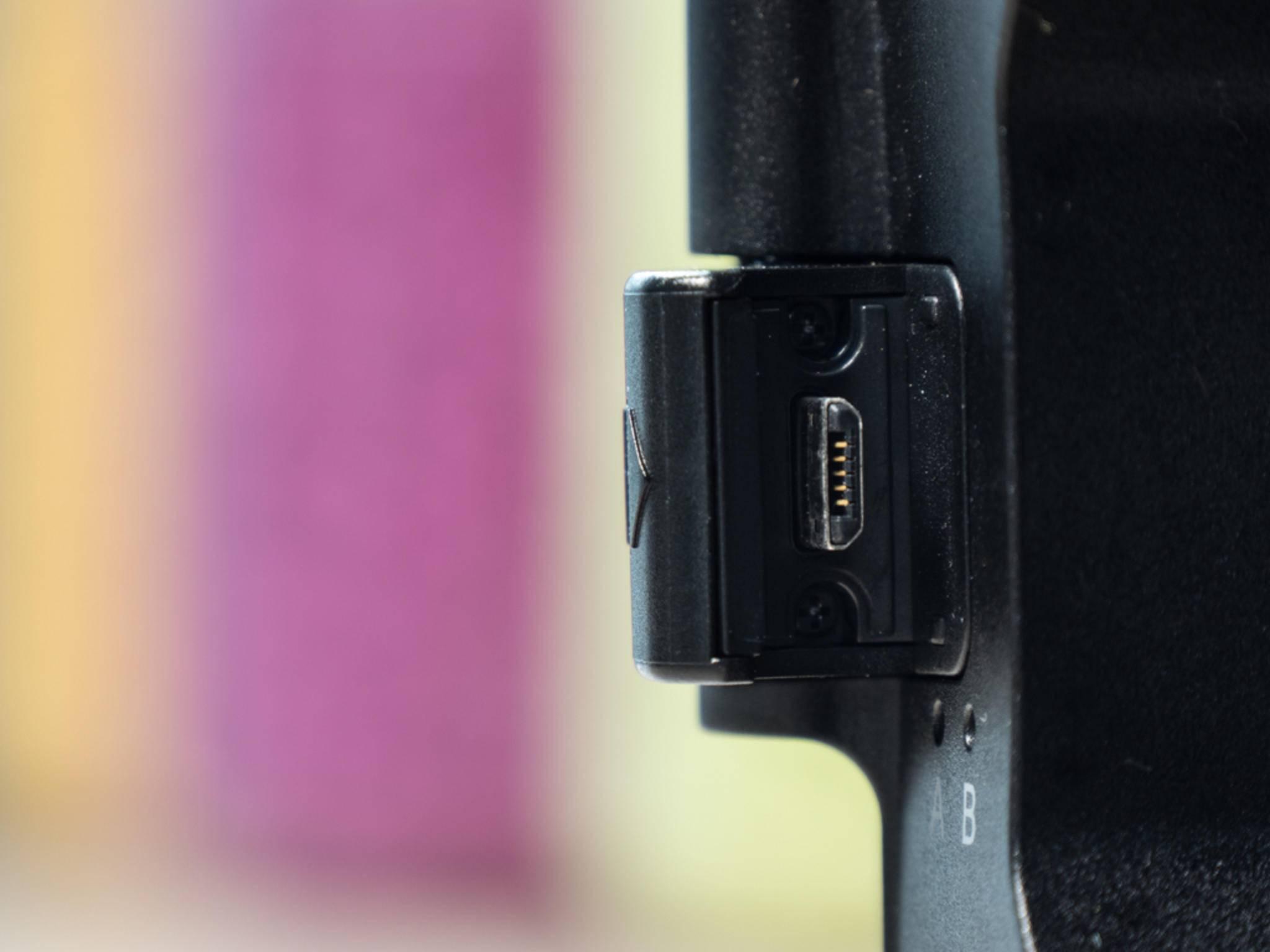 Das Smartphone wird an diesem USB-Eingang in die Gear VR eingesteckt.