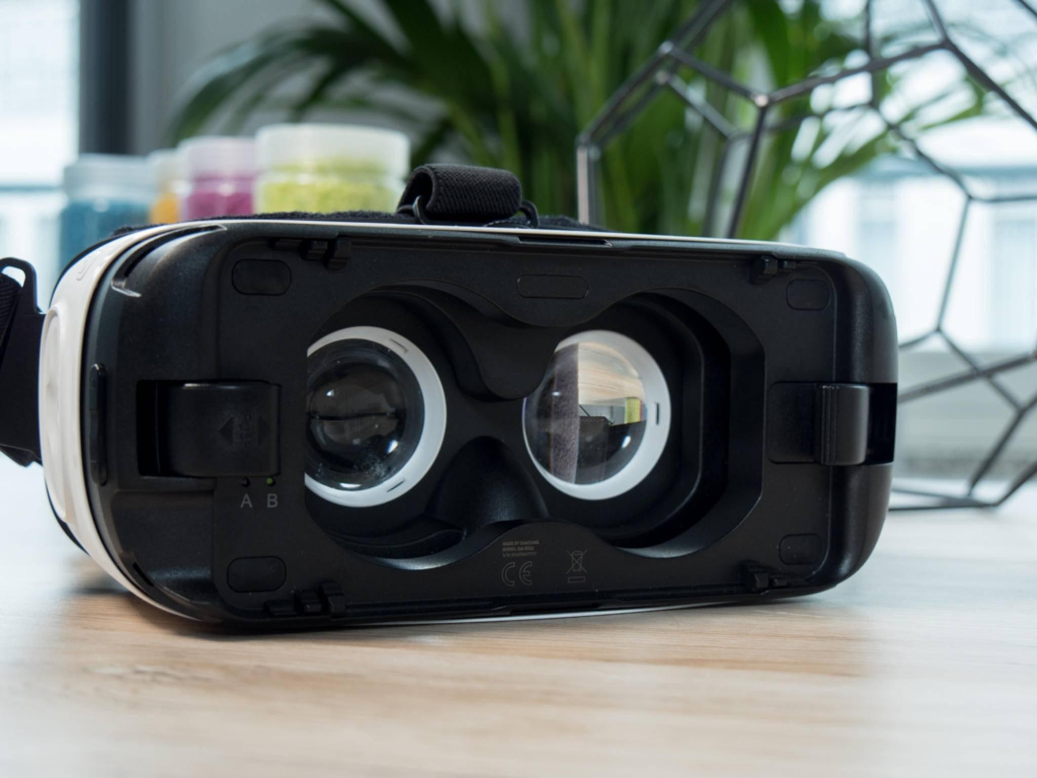 Die Gear VR hat ein Fach für das Einschieben eines Galaxy-S-Smartphones der sechsten oder siebten Generation.