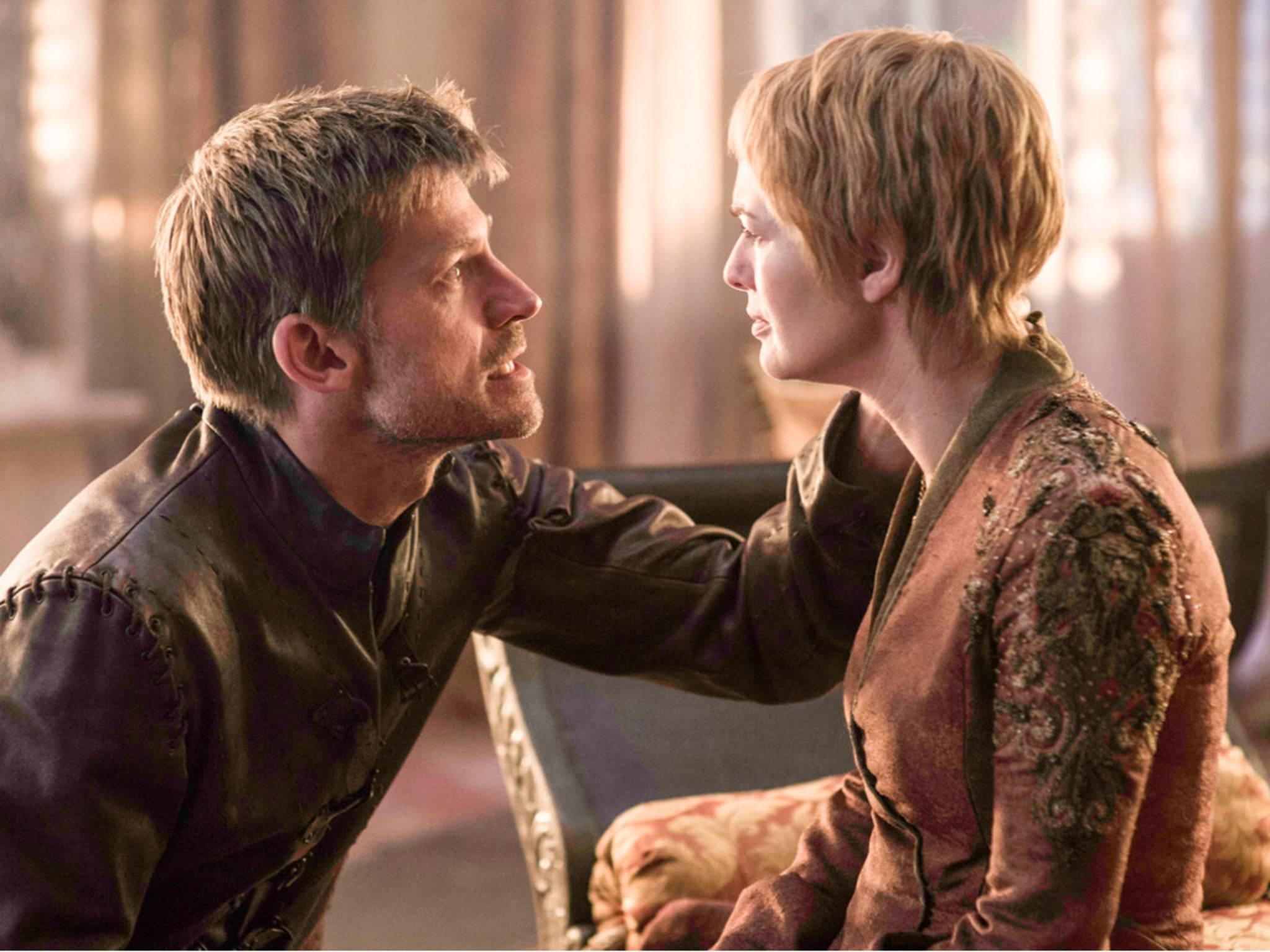 Jaime und Cersei stehen in Königsmund einem religiösen Kult gegenüber.