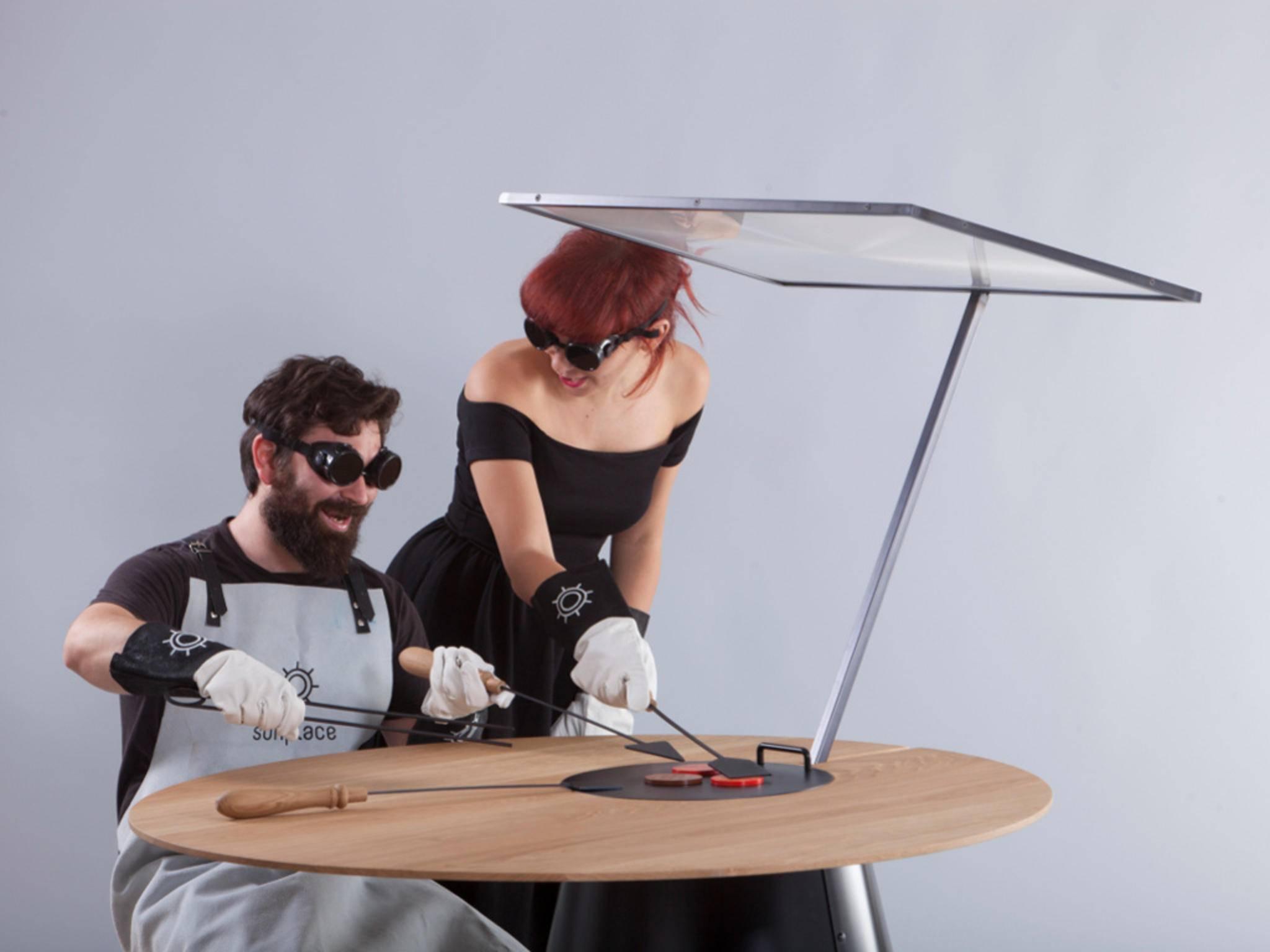Beim Grillen am Solargrill muss man eine bestimmte Schutzkleidung anziehen.