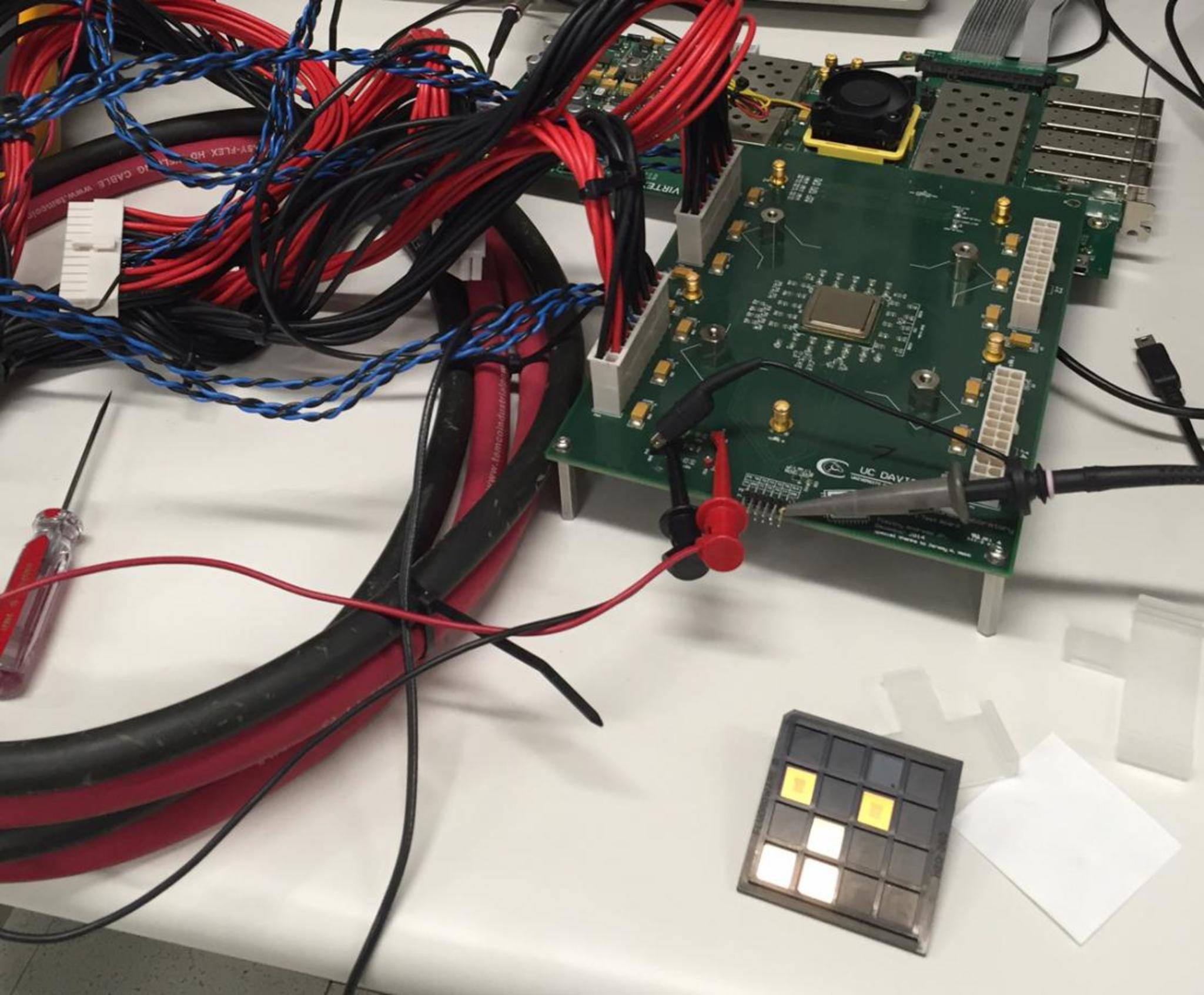 Wissenschaftler der UC Davis haben den ersten 1000-Kern-Prozessor entwickelt.