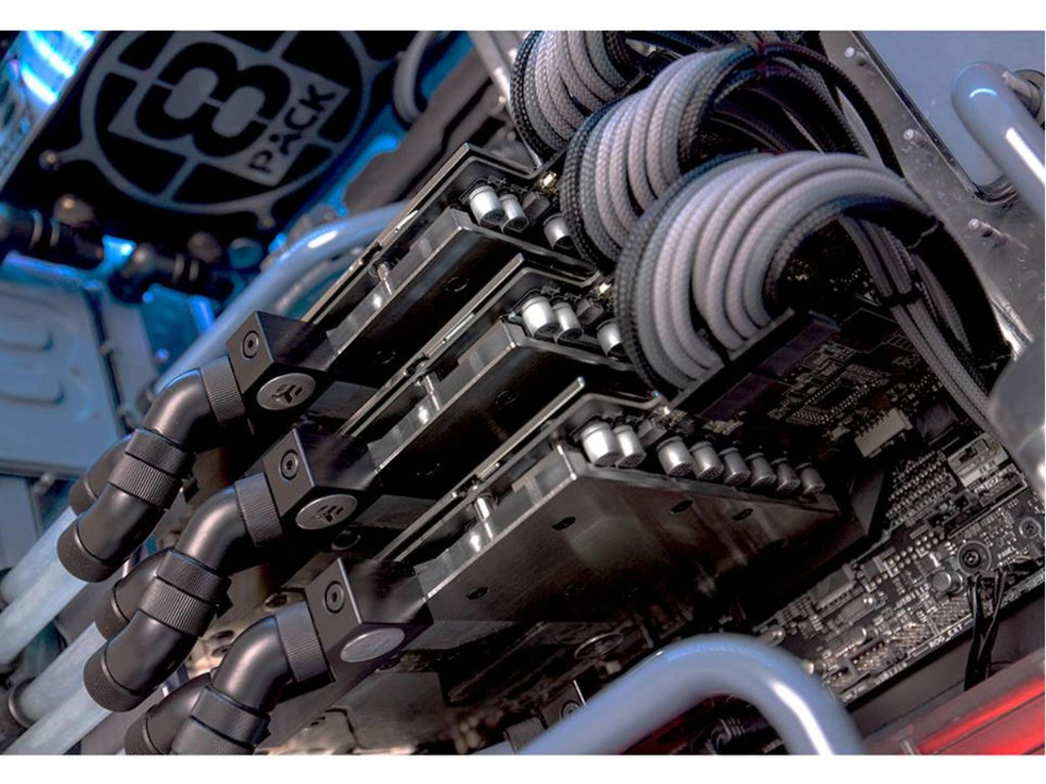 Drei Nvidia GTX 980 Ti-Grafikkarten sorgen für tolle Bilder.