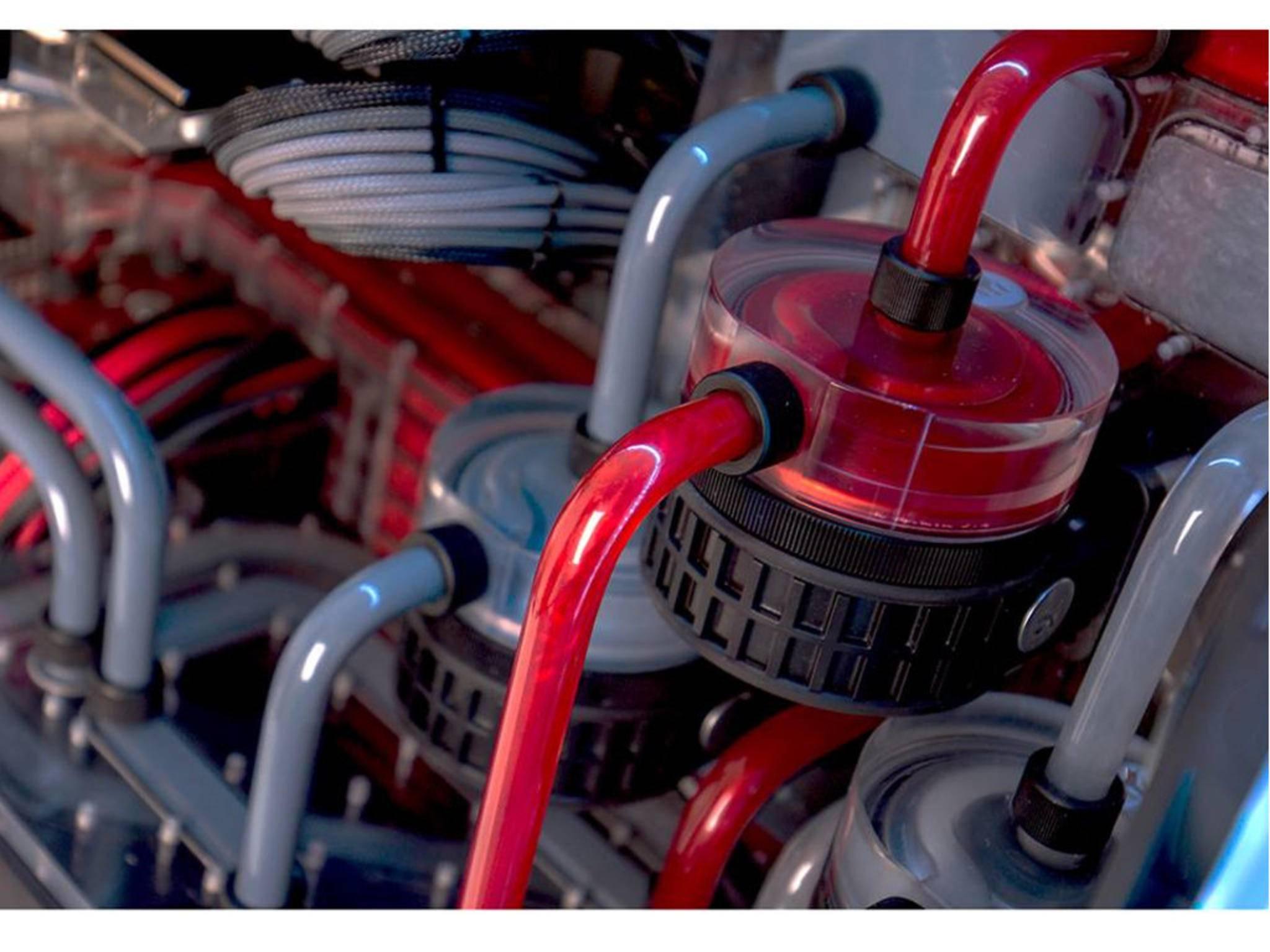 In verschiedenen Farben werden die Systeme einzeln gekühlt.