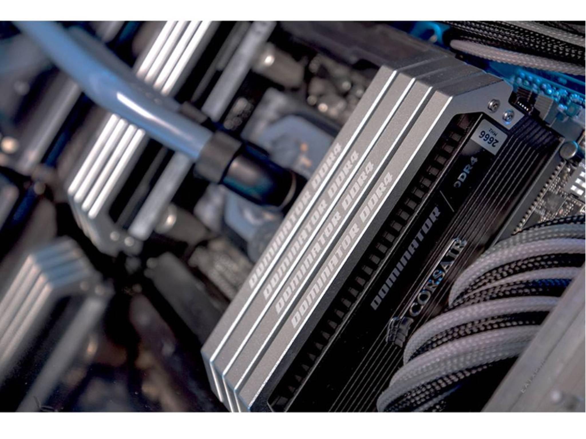 Das größere der beiden Systeme arbeitet mit 64GB RAM.