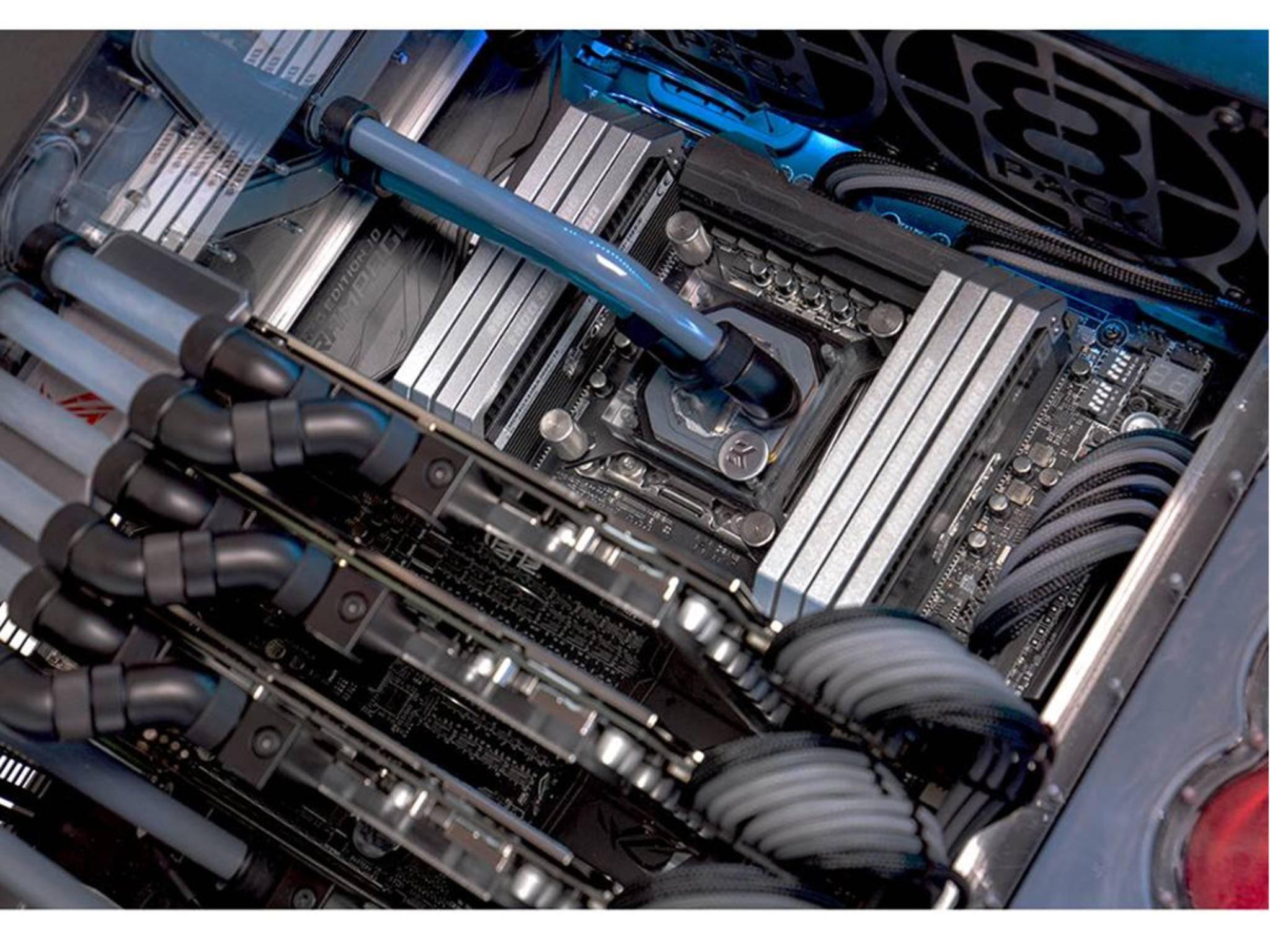 Der mächtige Prozessor hat seinen eigenen Kühlkreislauf.