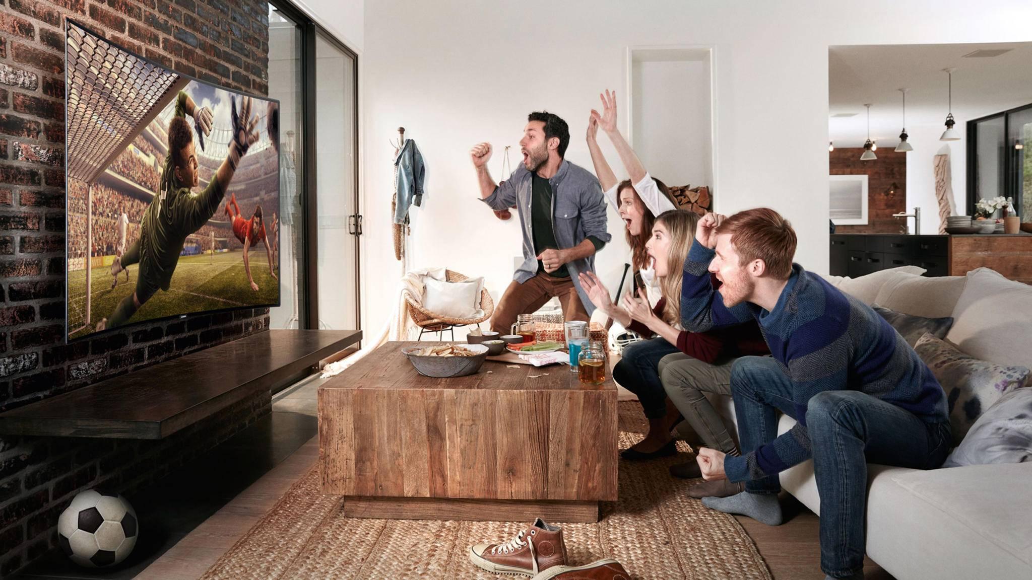 Ein großer TV bildet das Herzstück unseres Fußballzimmers.