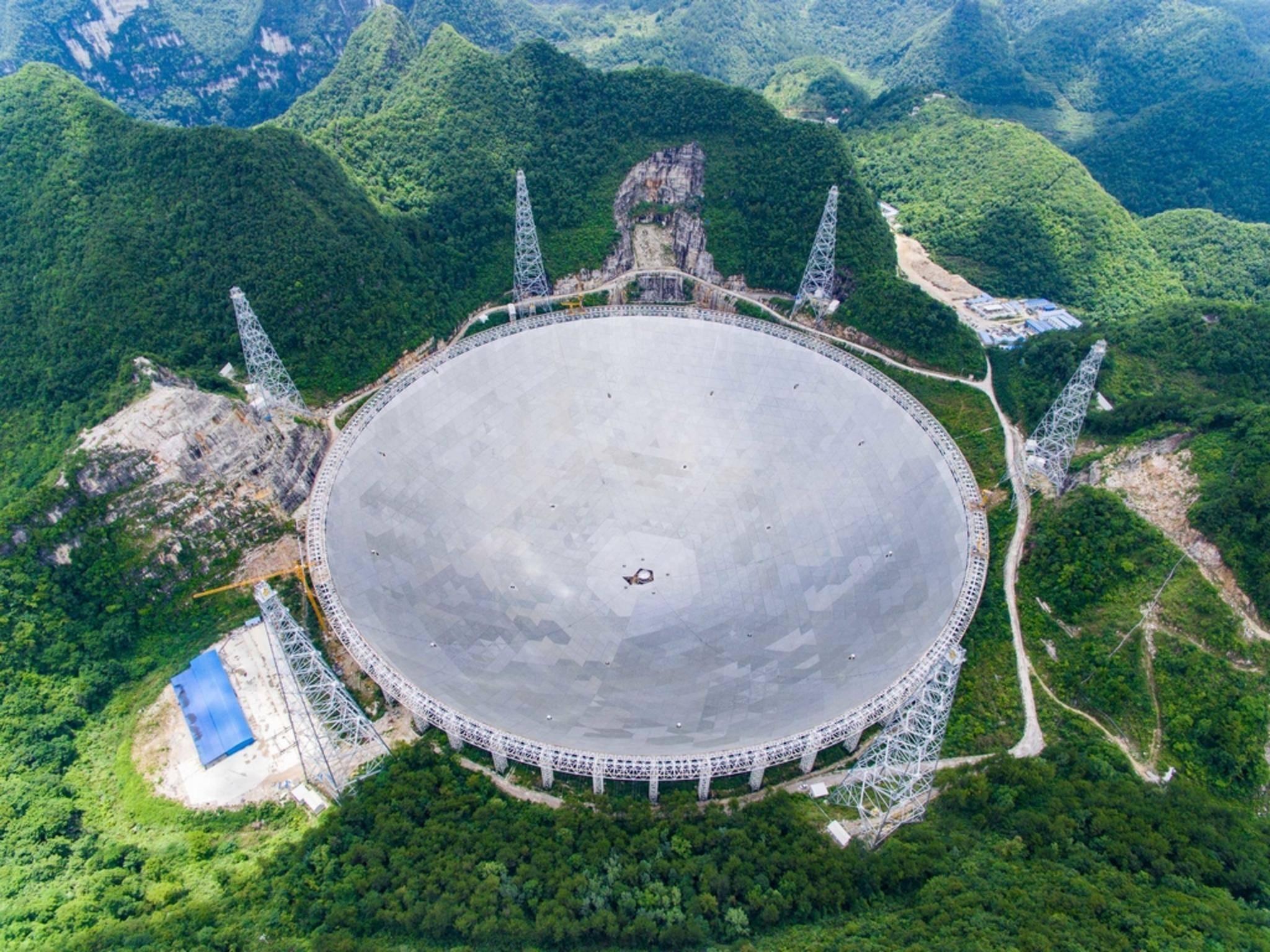 Mit den weltgrößten Radioteleskop wollen die Chinesen unter anderem nach Aliens suchen.