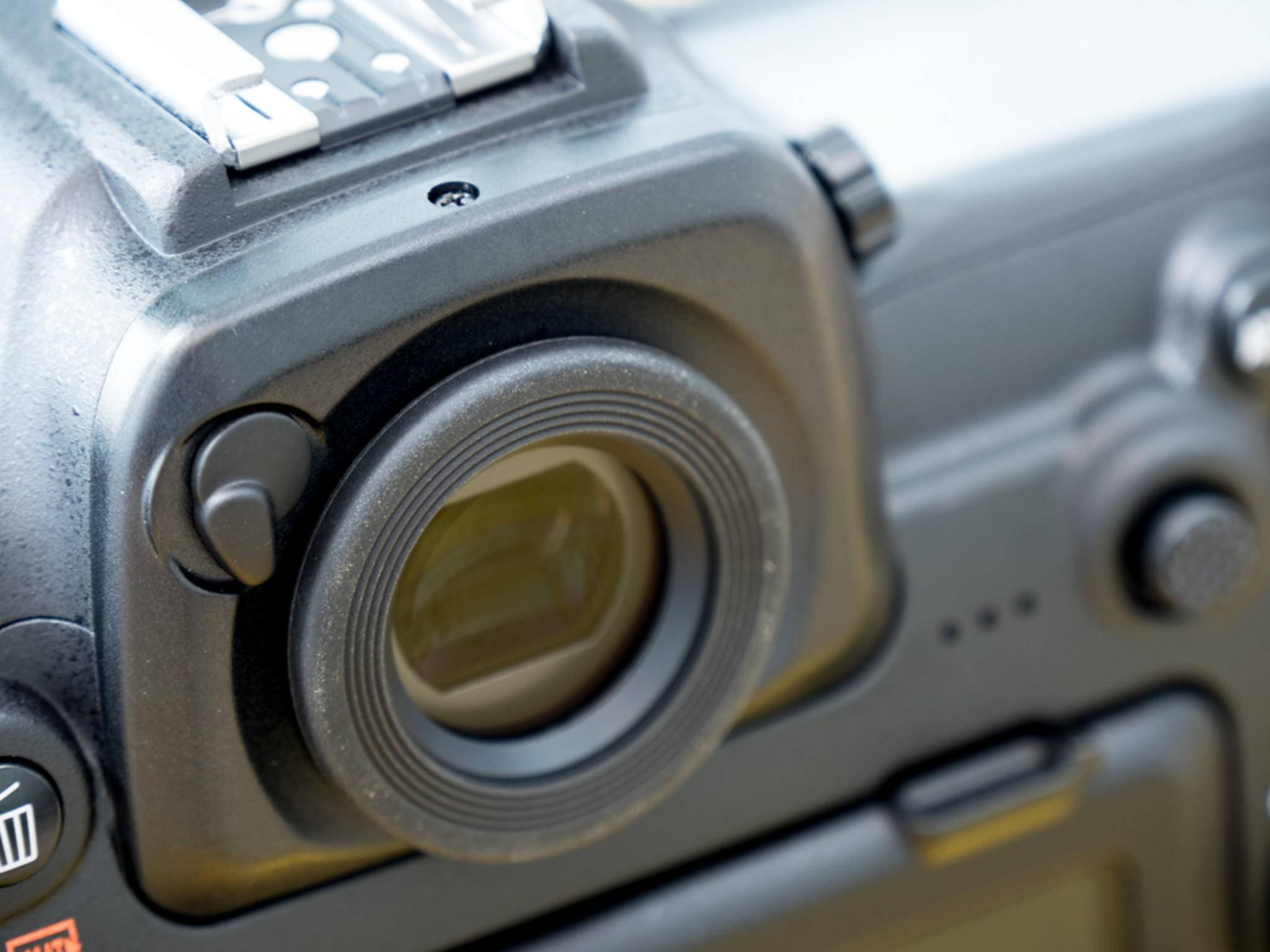 ... während der Sucher wieder gewohnte Nikon-Qualität bietet.