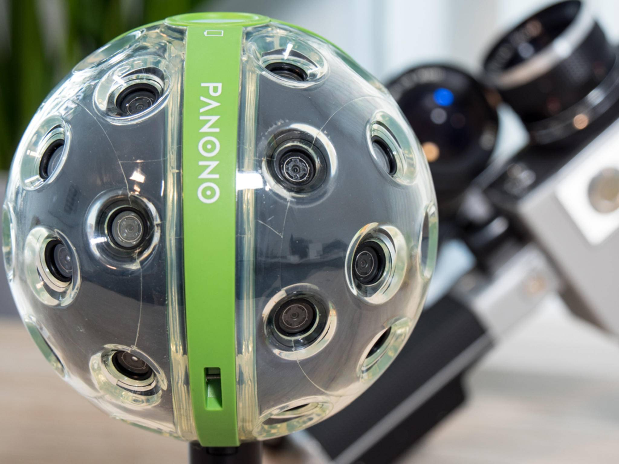 Rund um den Ball sind 36 Kameralinsen mit je 3 MP verteilt.