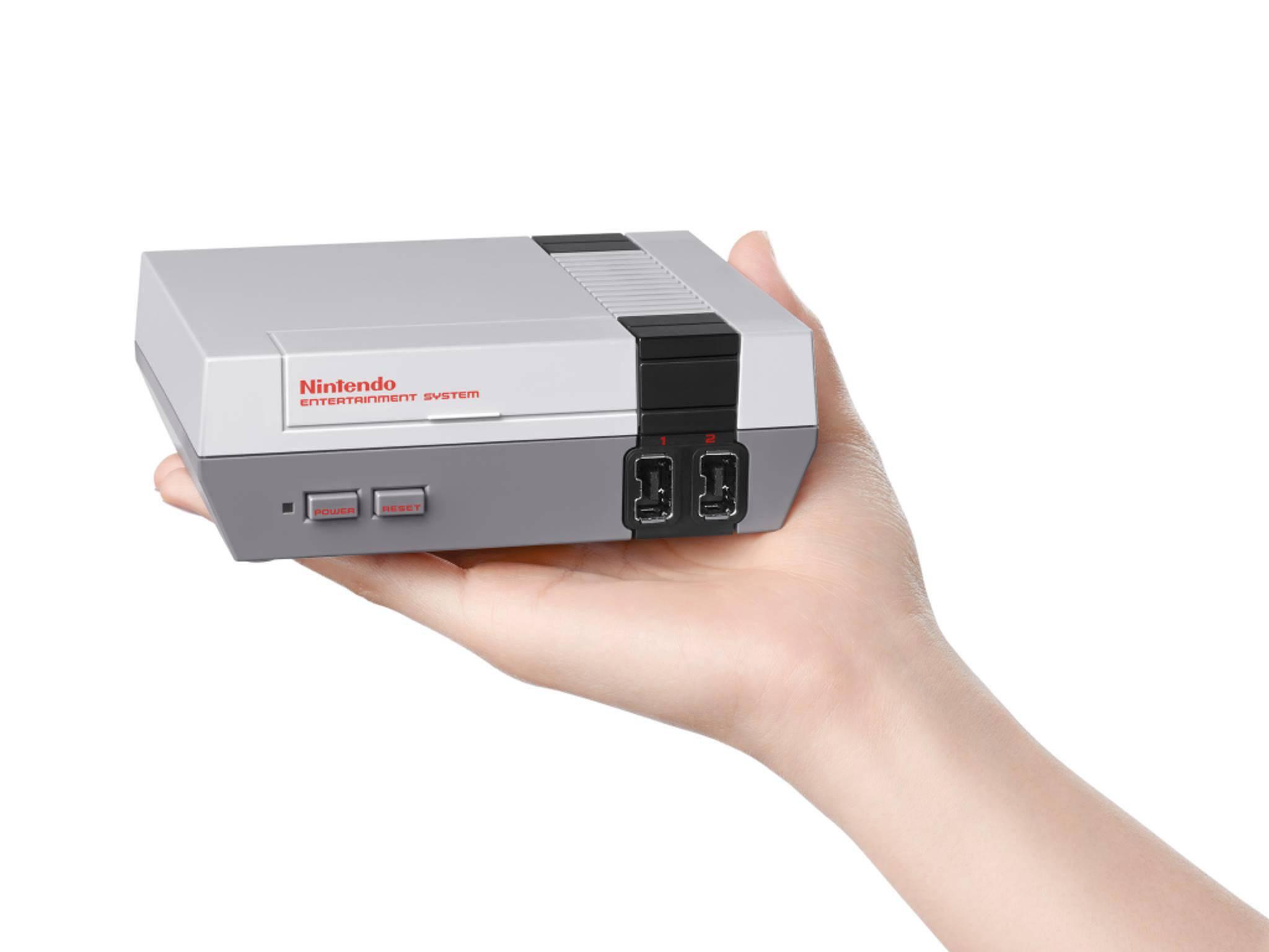 Die Classic Edition des NES passt bequem in eine Hand.