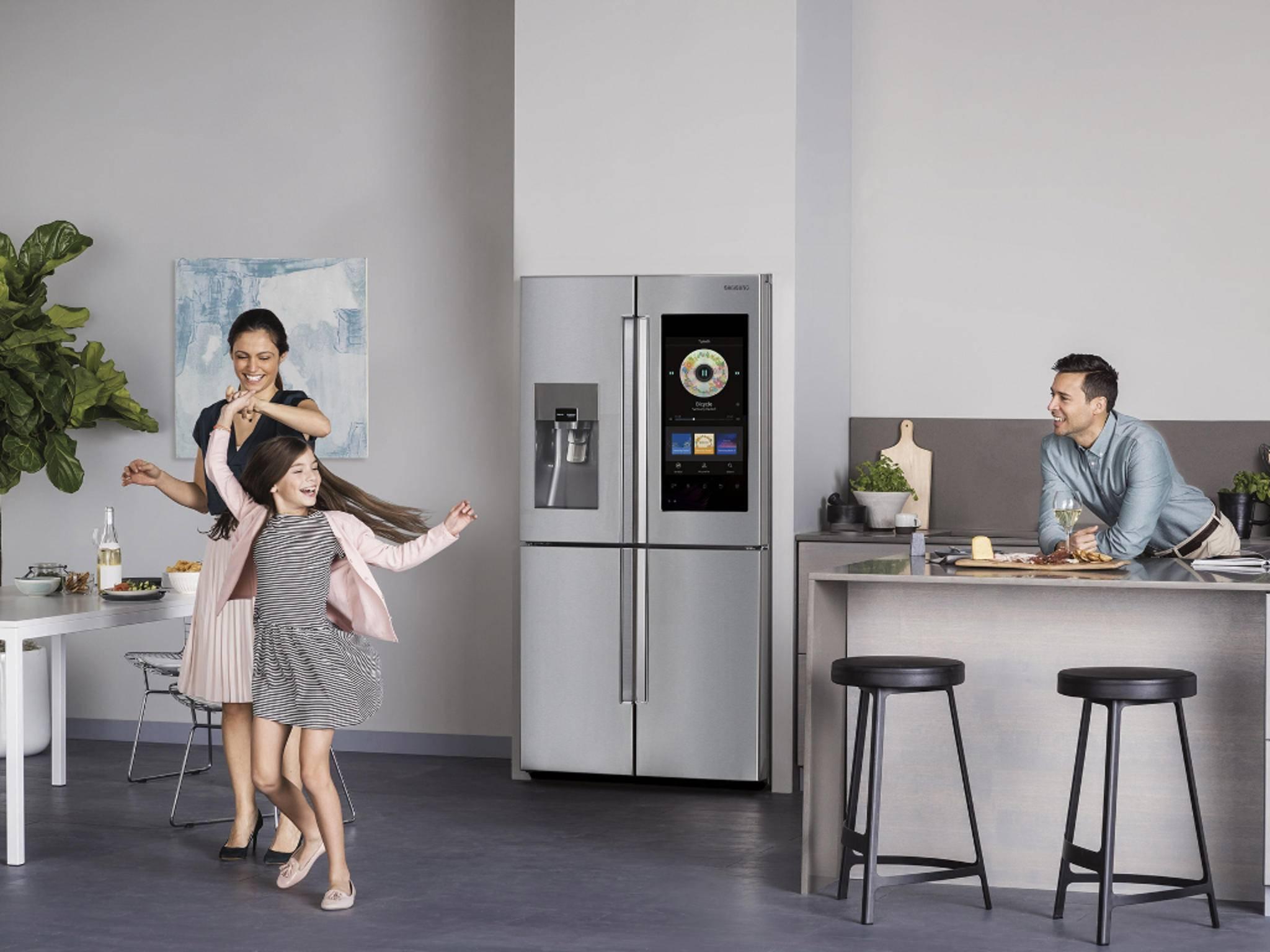 Samsung bringt mit dem Family Hub den ersten Smart-Kühlschrank nach Deutschland.