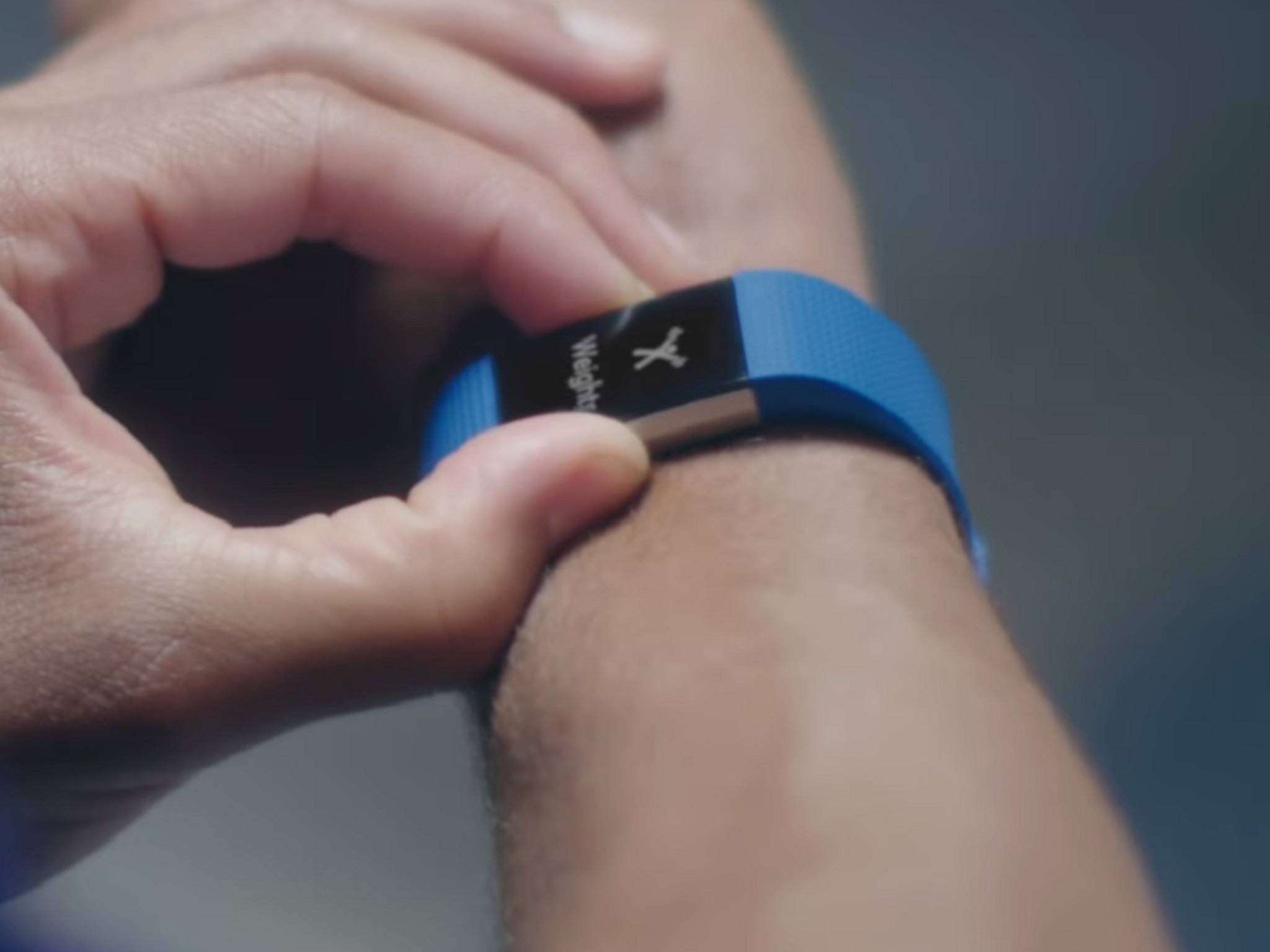 Der Fitbit Charge 2 hat ein viel größeres Display als der Vorgänger.