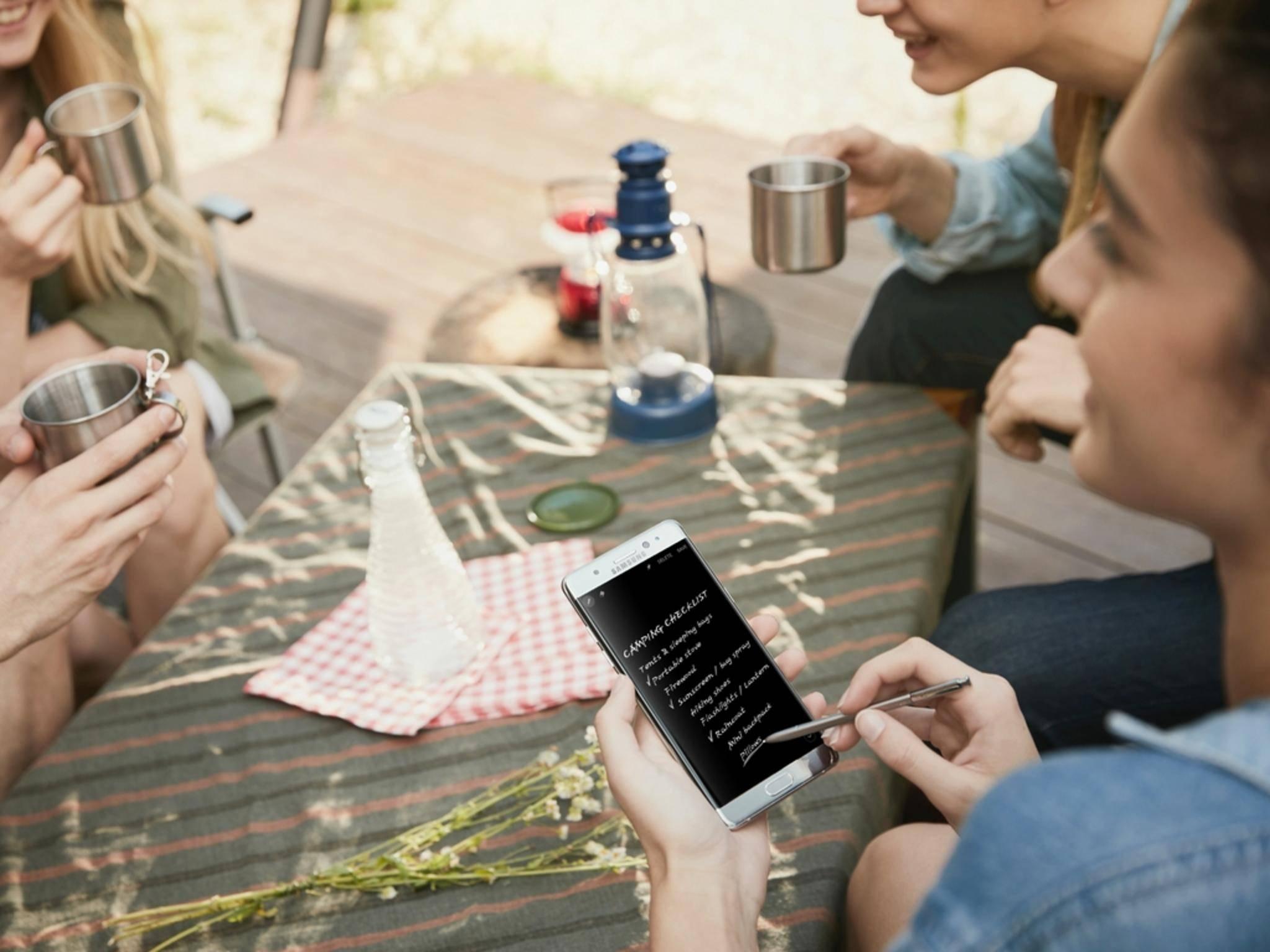 Mittlerweile hat sich Samsung mit Curved-Displays angefreundet.