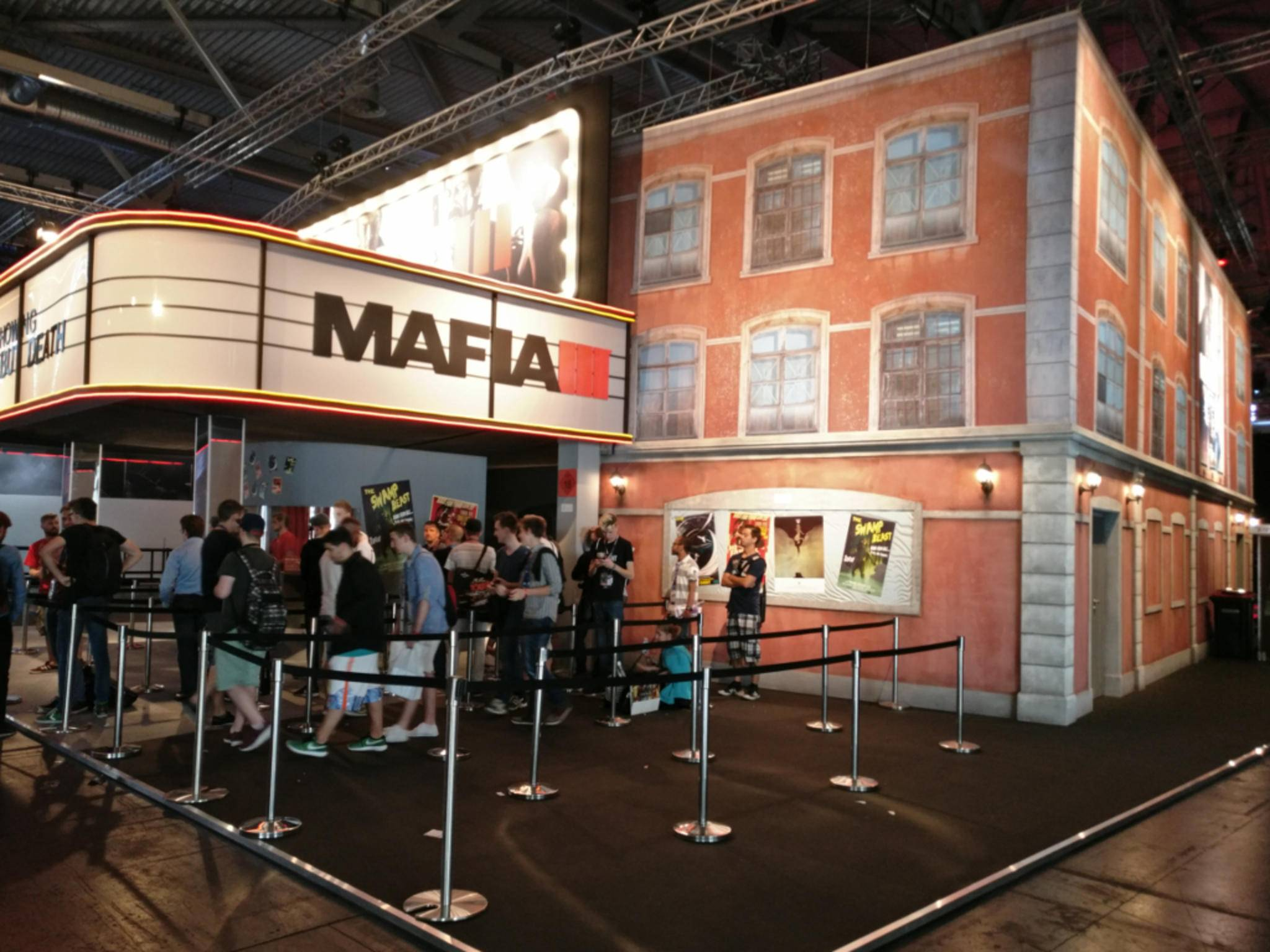 """Der """"Mafia III""""-Stand auf der Gamescom sieht wie ein altes Kino aus."""