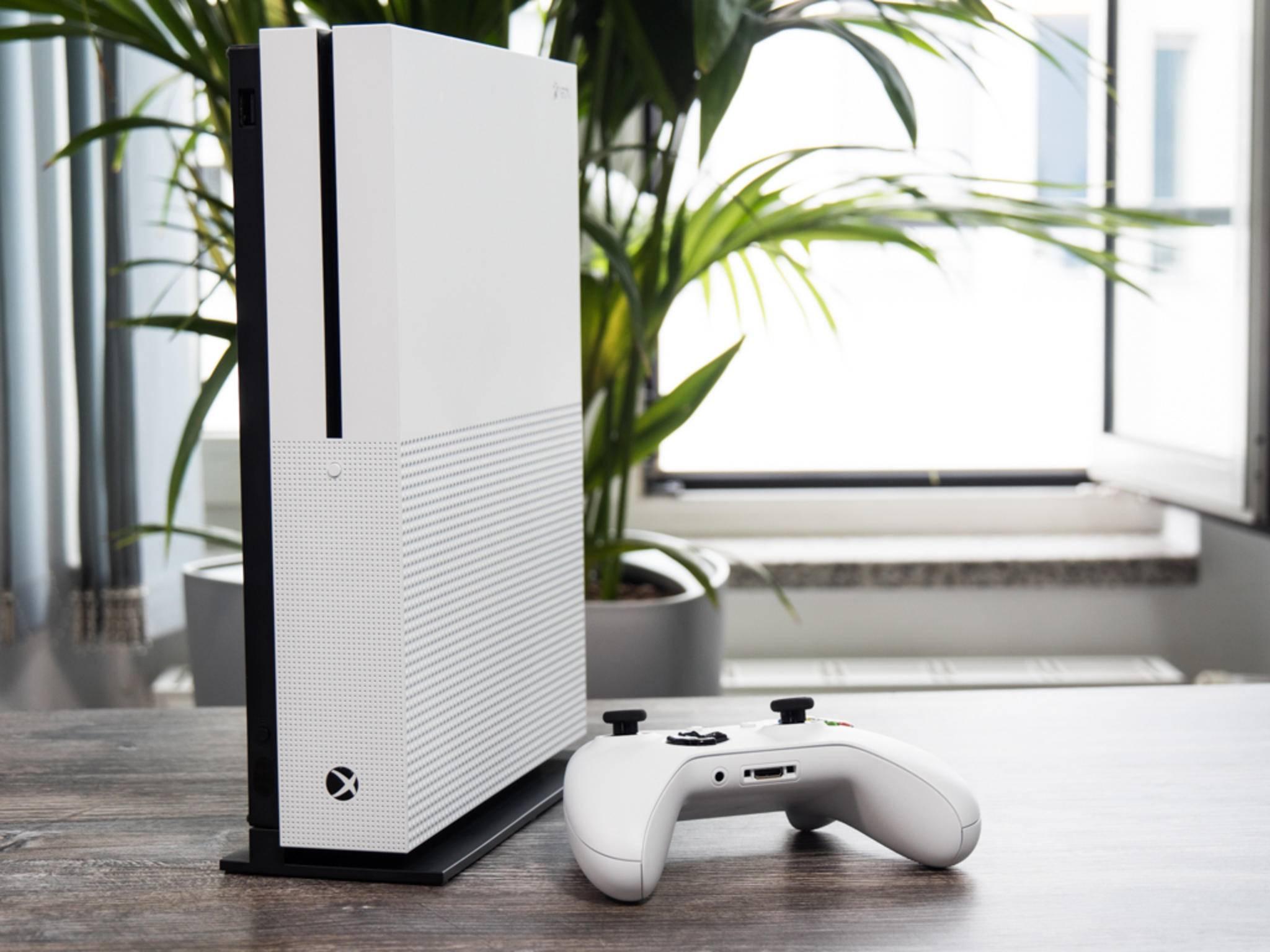 Die Xbox One S zieht in der Redaktion die Blicke auf sich.