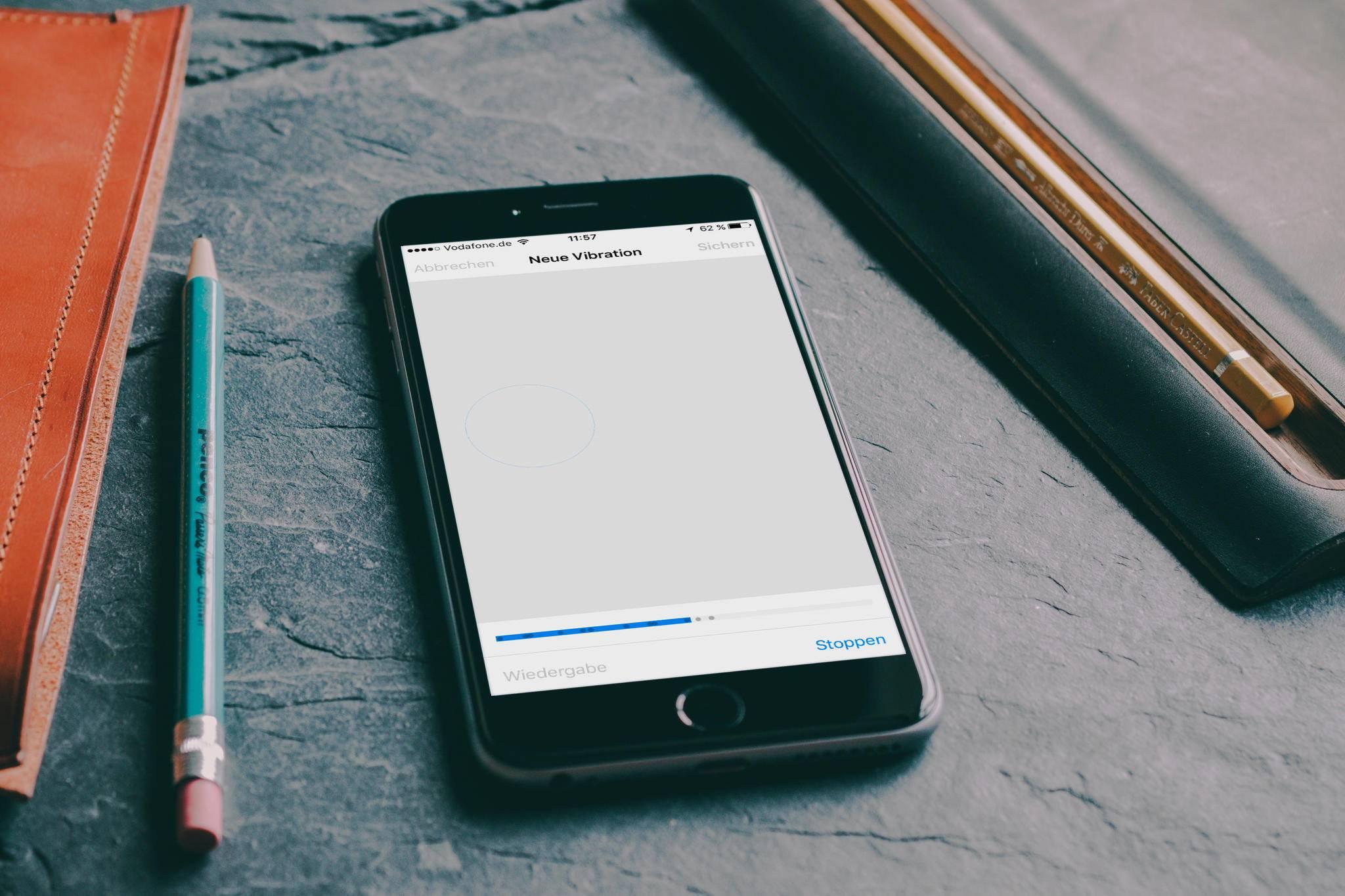 Dein iPhone vibriert nicht mehr? Dann gibt es mehrere Lösungsvarianten.