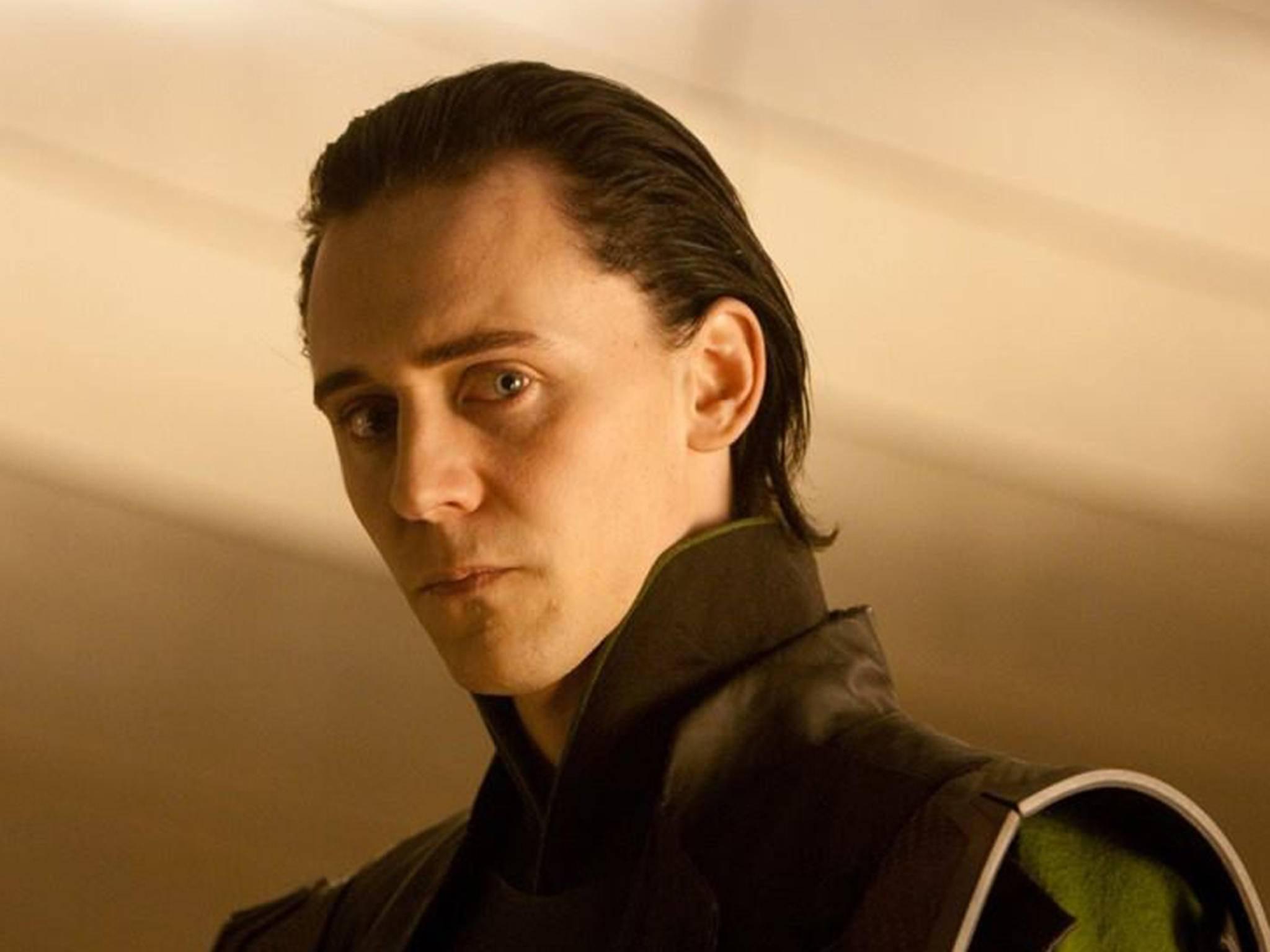 Loki steht im Schatten seines Bruders.