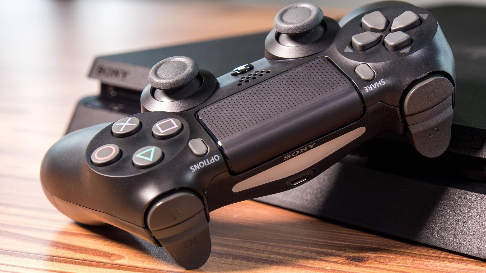 Grundsätzlich ist die PlayStation 4 nicht abwärtskompatibel – aber es gibt Mittel und Wege ....
