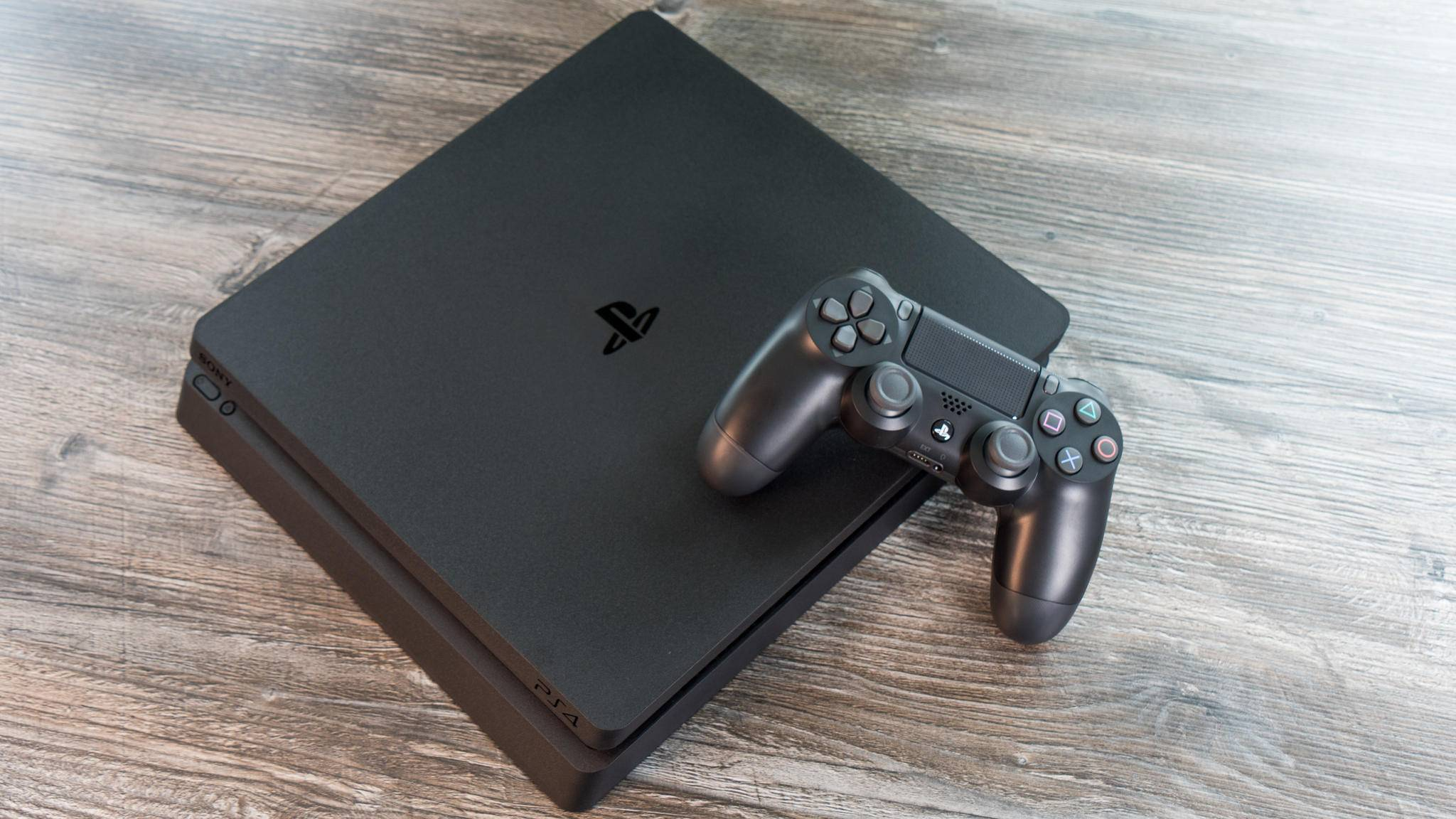 Sony macht die PS4 Slim mit 1 TB-Festplatte günstiger.