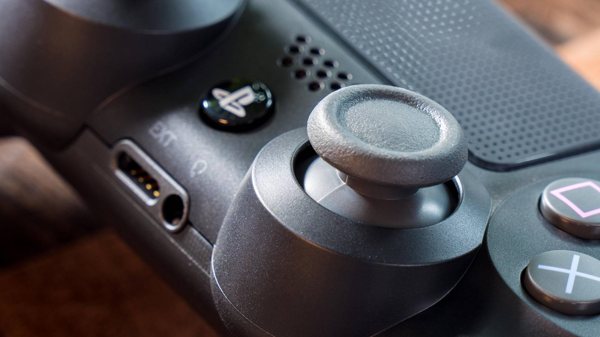 Wer genügend Umwege in Kauf nimmt, kann Xbox-Spiele auch mit dem PS4-Controller spielen.