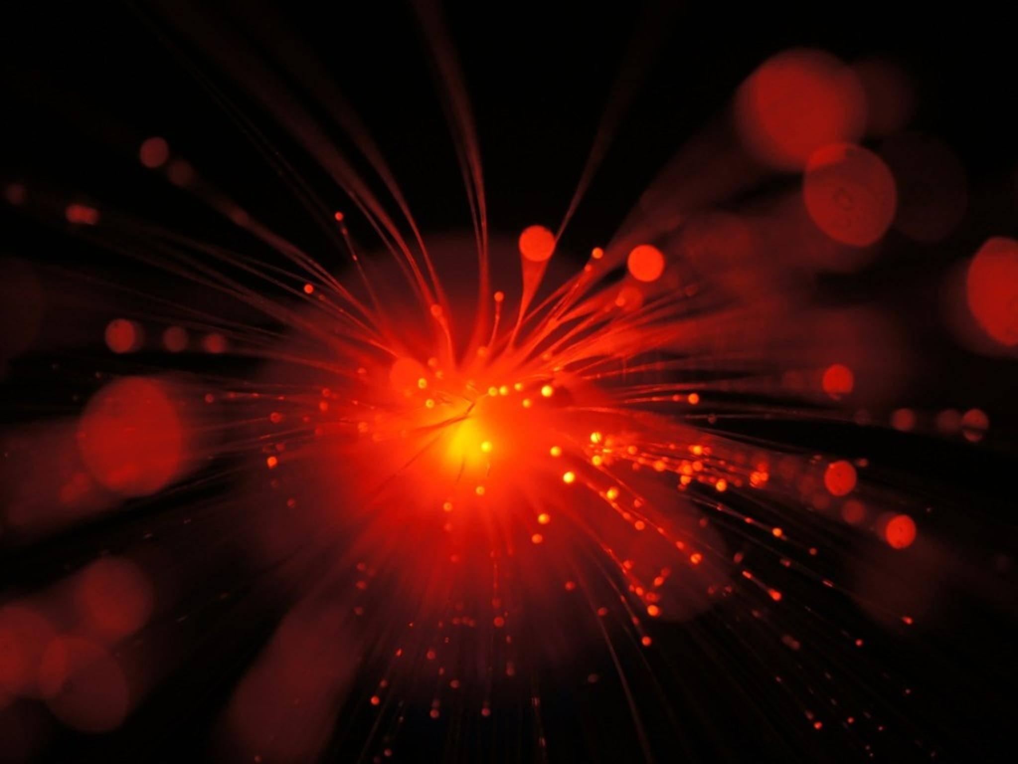 Mit einer Glasfaser-Verbindung könnte bald eine Geschwindigkeit von 1 Tbp/s erreicht werden.