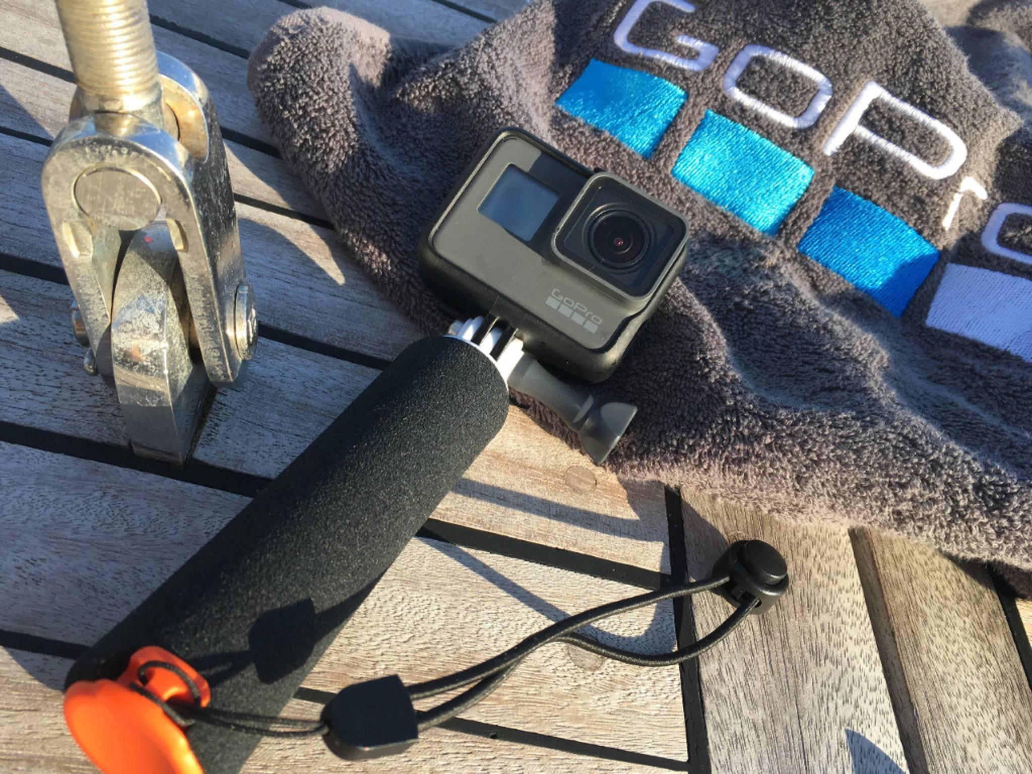 Die GoPro Hero 5 istohne Gehäuse bis 10 Meter Tiefe wasserdicht.