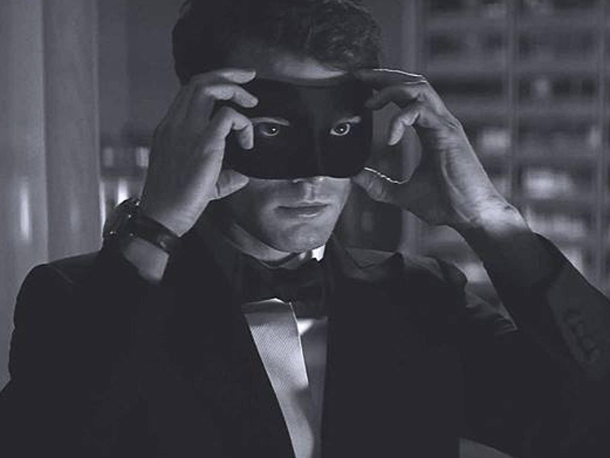 """""""Fifty Shades""""-Star Jamie Dornan könnte Christian Greys Anzug demnächst gegen Strumpfhosen und Hiebwaffen eintauschen."""