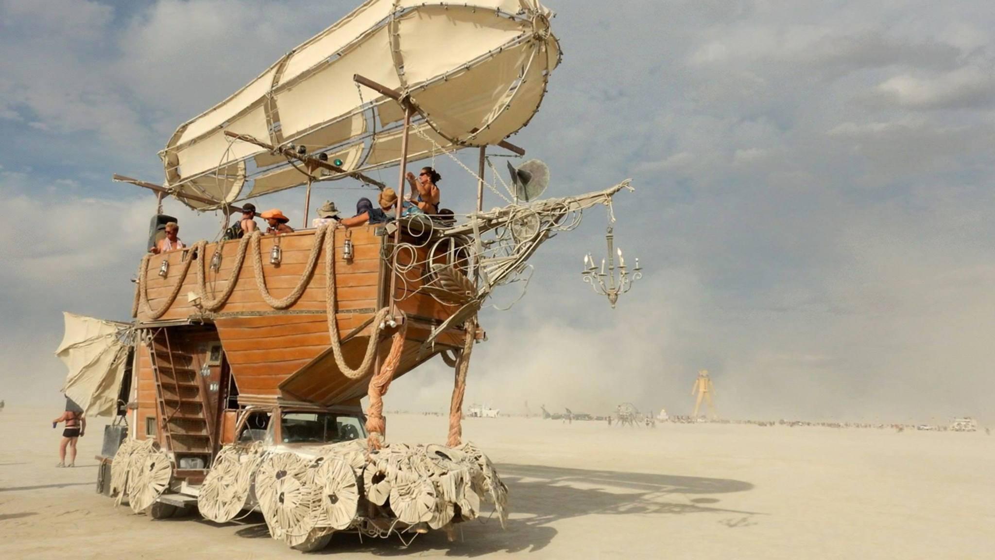Das Burning Man Festival in der Wüste Nevadas ist für ausgefallene Kunstwerke und Hippie-Spirit bekannt