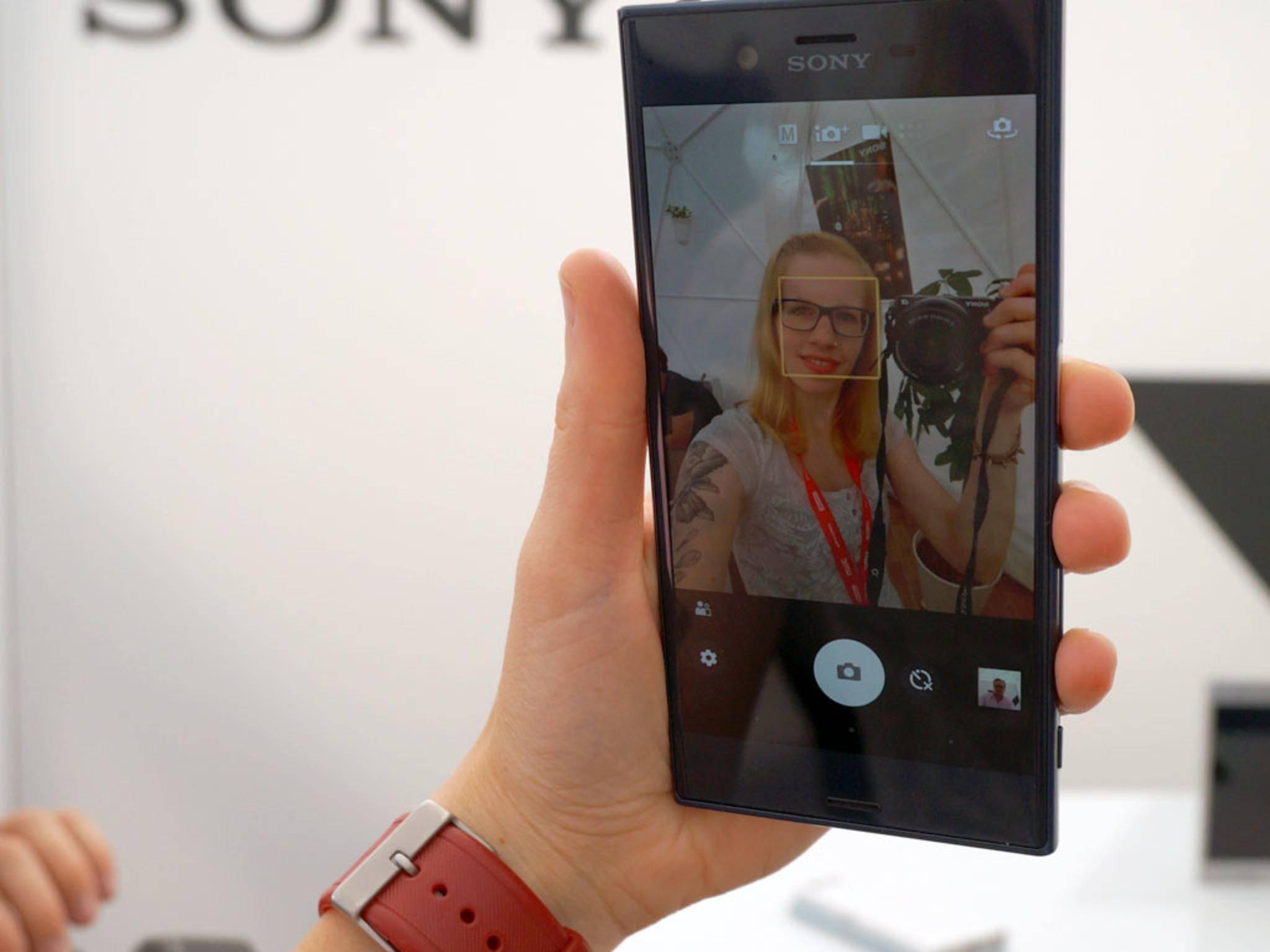 Die Selfie-Cams lösen mit 13 MP beim Xperia XZ und 5 MP beim X Compact auf.