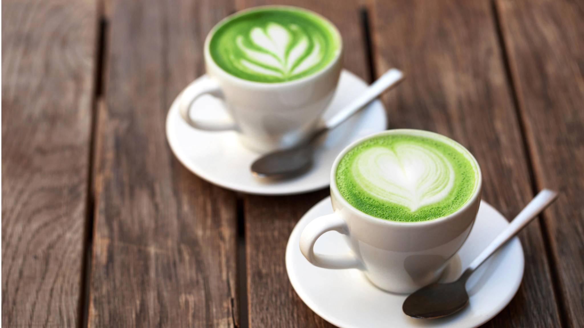 Ein Matcha Latte ist eine gesunde Alternative zu Kaffee.