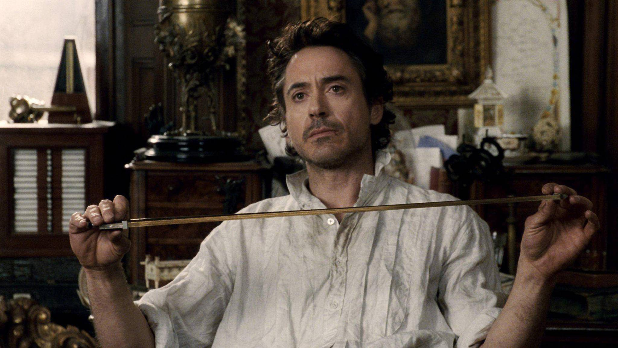 """Das Schicksal von Sherlock Holmes (Robert Downey Jr.) liegt in """"Sherlock Holmes 3"""" in den Händen eines ganzen Teams von Drehbuchautoren."""