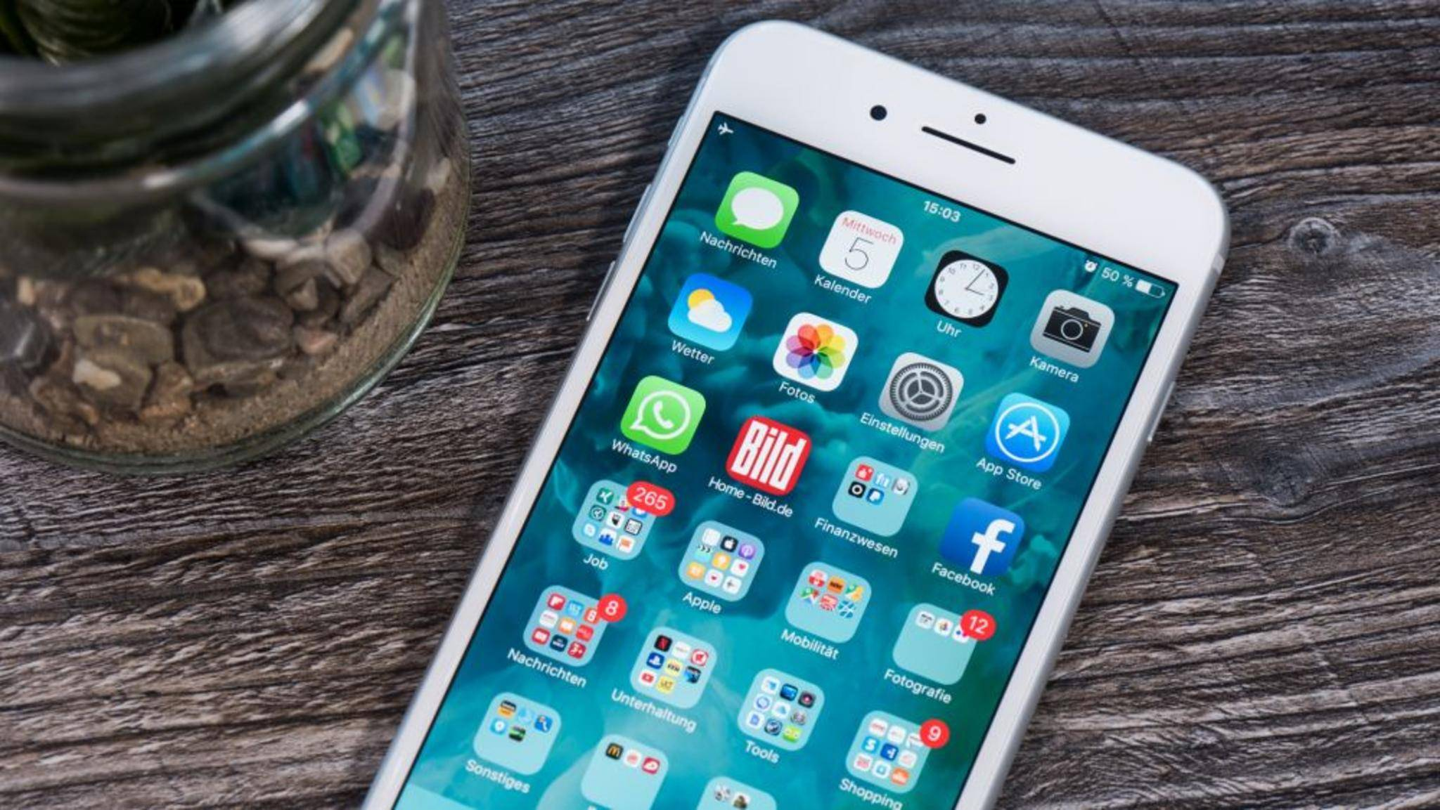 Mobilfunkanbieter können für ihre Netze eigene Updates anbieten.