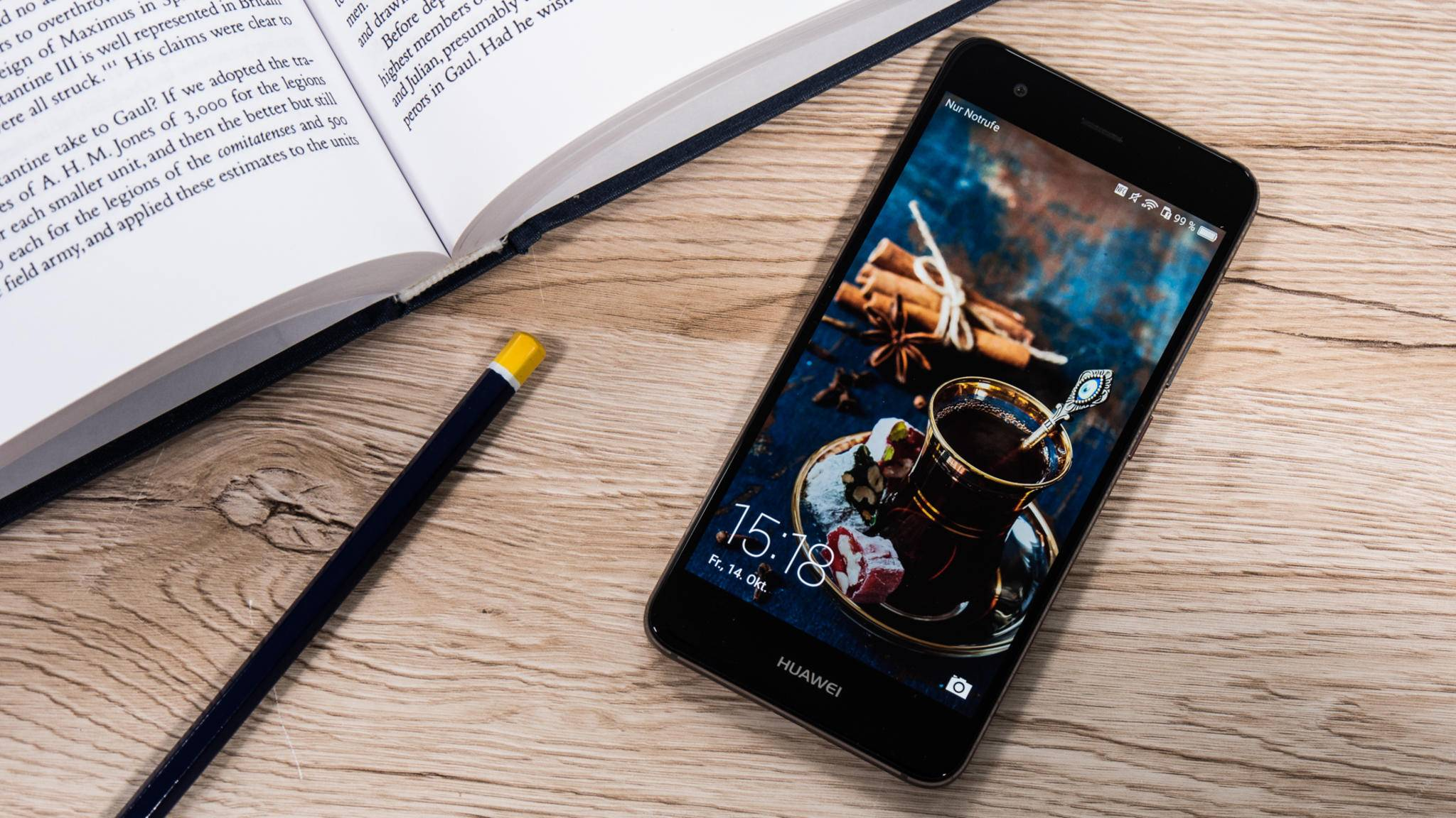 Das Huawei Nova ist ein Mittelklasse-Smartphone mit stilvollem Metall-Design.
