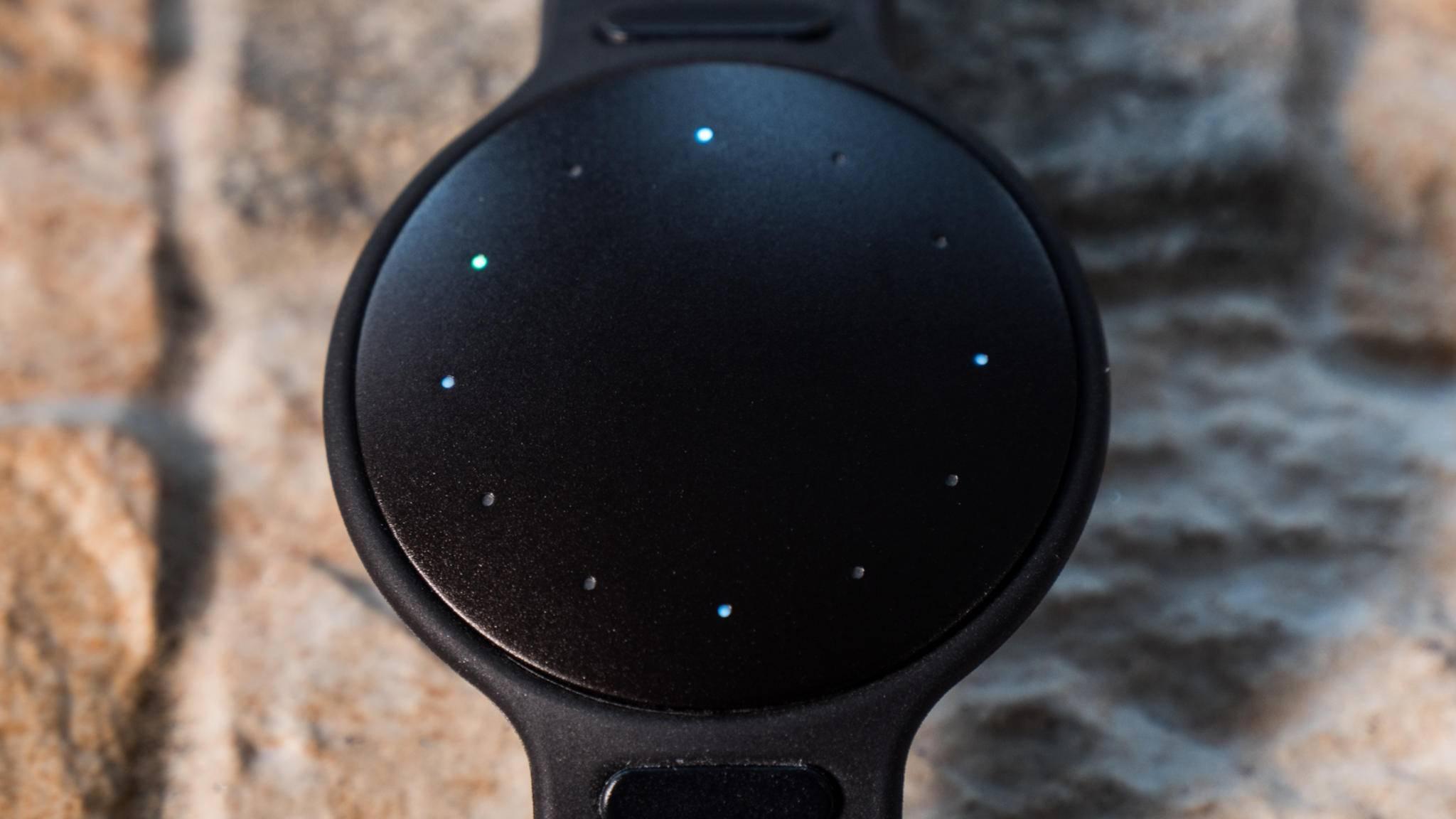 Der Tracker selbst kann die Uhrzeit und den Fortschritt auf dem Weg zum Tagesziel anzeigen.