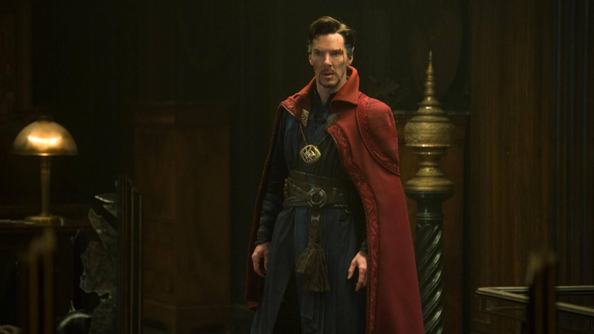 Unter dem roten Umhang verbirgt sich ein durchtrainierter Benedict Cumberbatch.