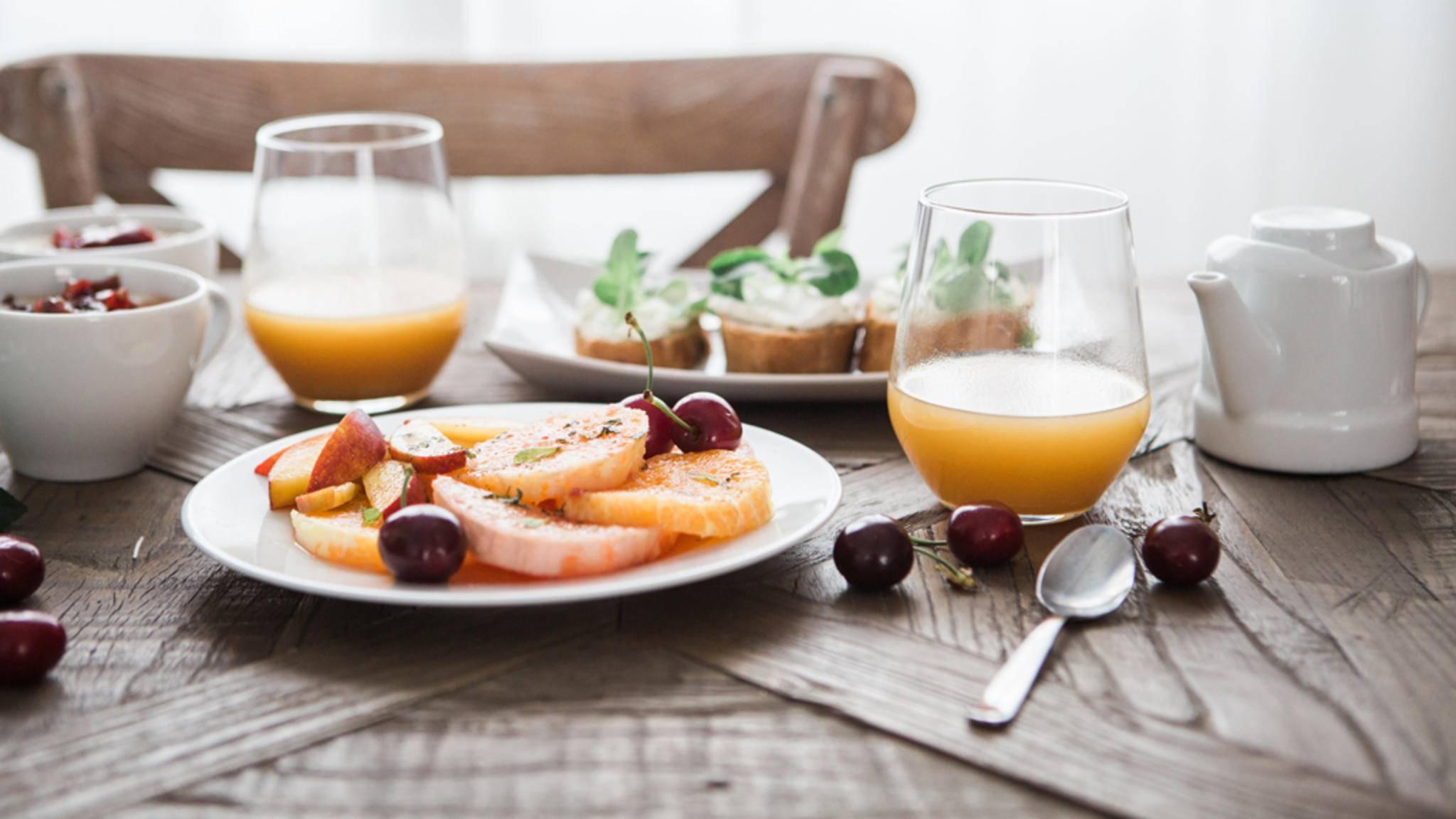 Mit praktischen Lifehacks können zum Frühstück wertvolle Minuten gespart werden.