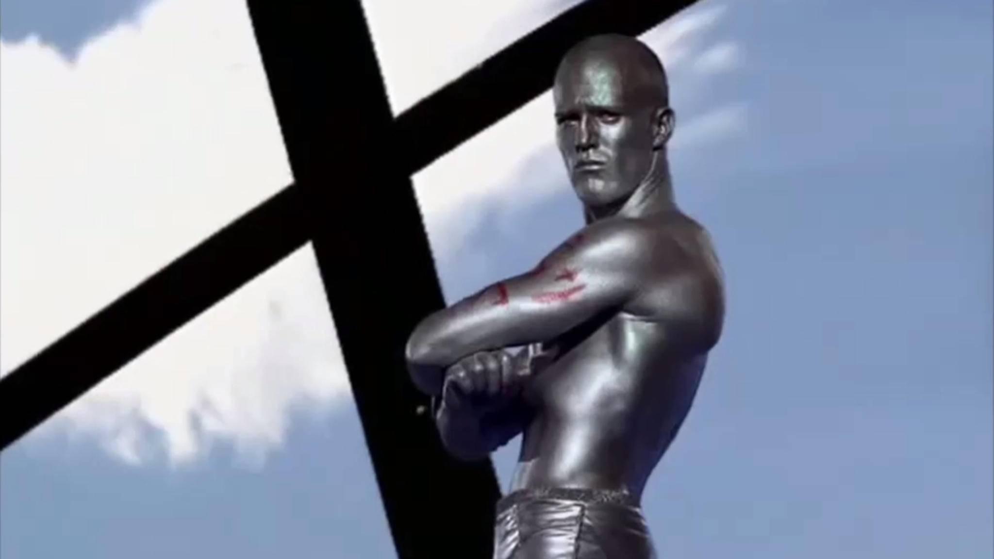 Aller Anfang ist schwer – Jason Statham als Silberfisch im Musikvideo von Erasure.