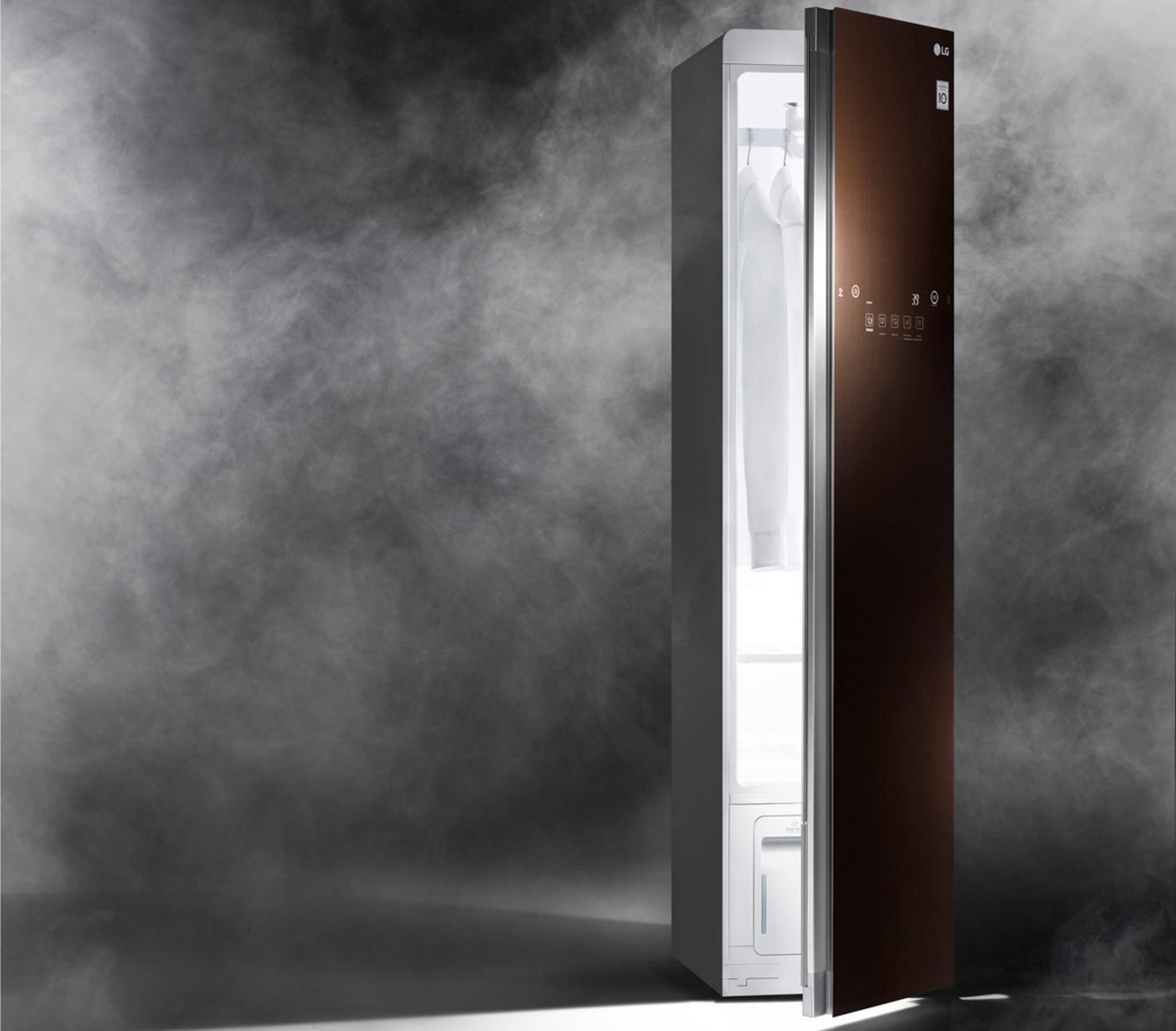 Der Dampfschrank LG Styler präsentiert sich als Retter für alle, die die Nase voll vom aufwendigen Reinigen und Bügeln haben.