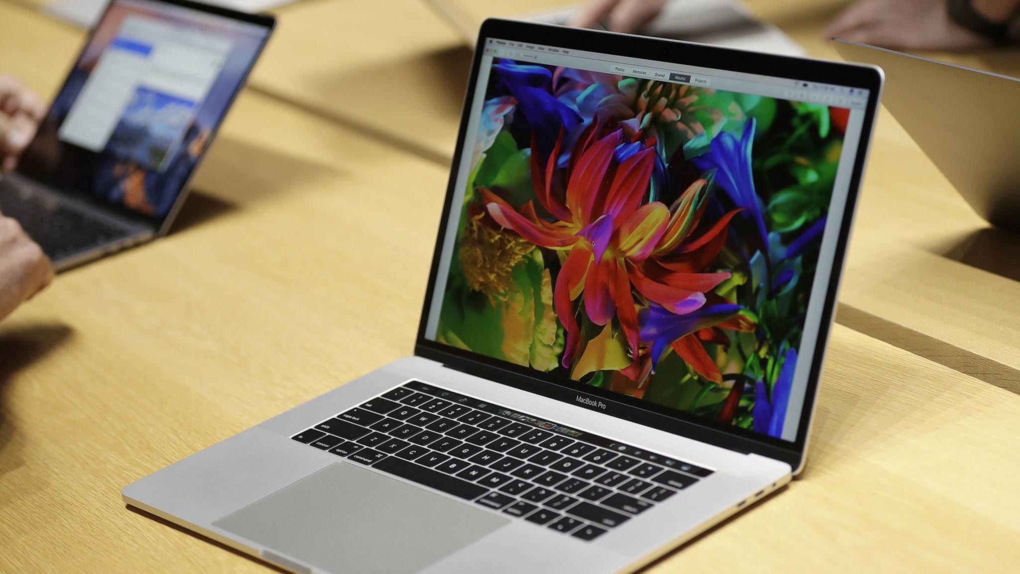 Das MacBook Pro setzt ausschließlich auf Thunderbolt 3, für alles andere muss ein Adapter her.