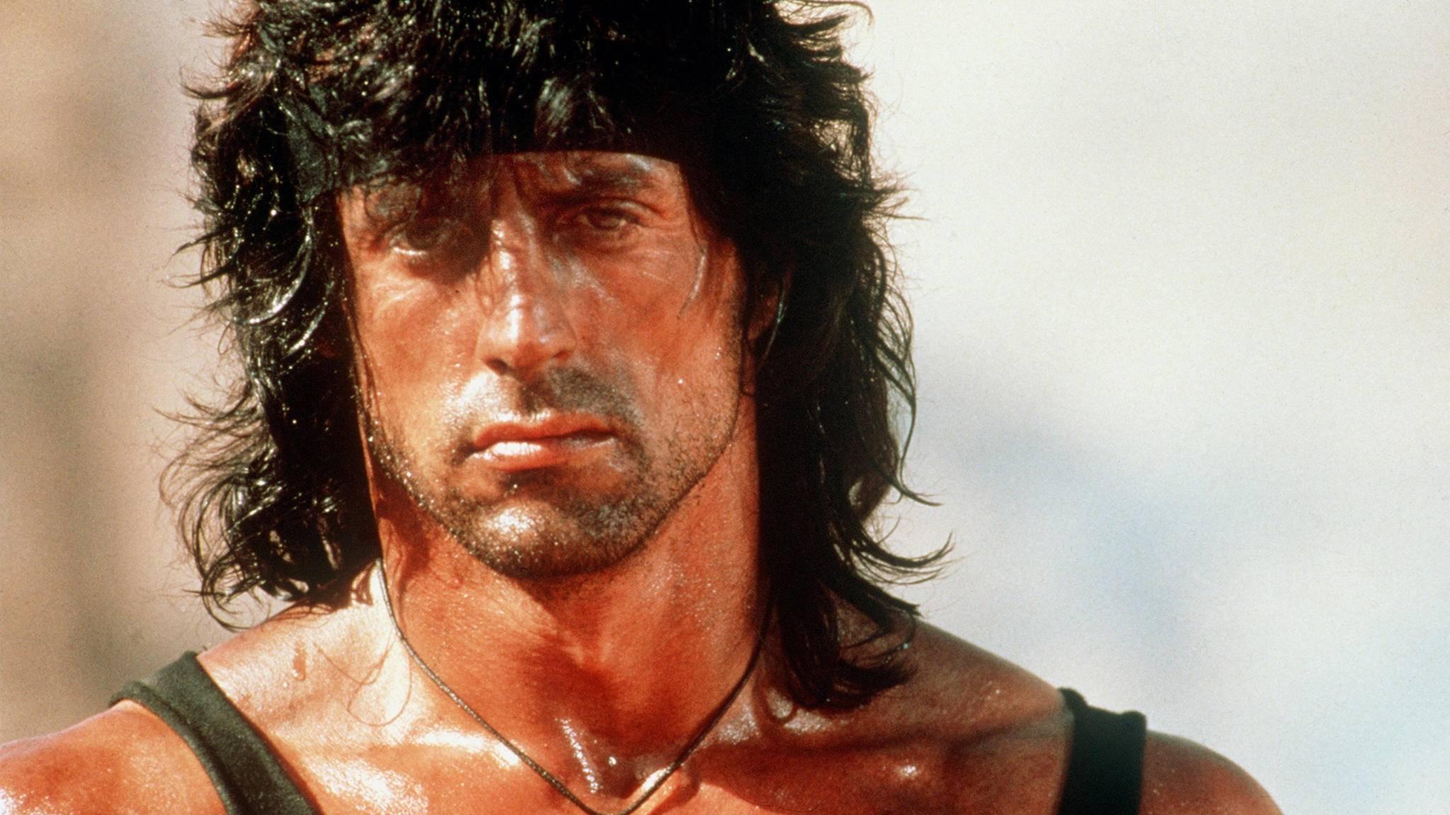 Wäre es nach Stallone gegangen, hätte John Rambo am Ende des ersten Films Selbstmord begangen.